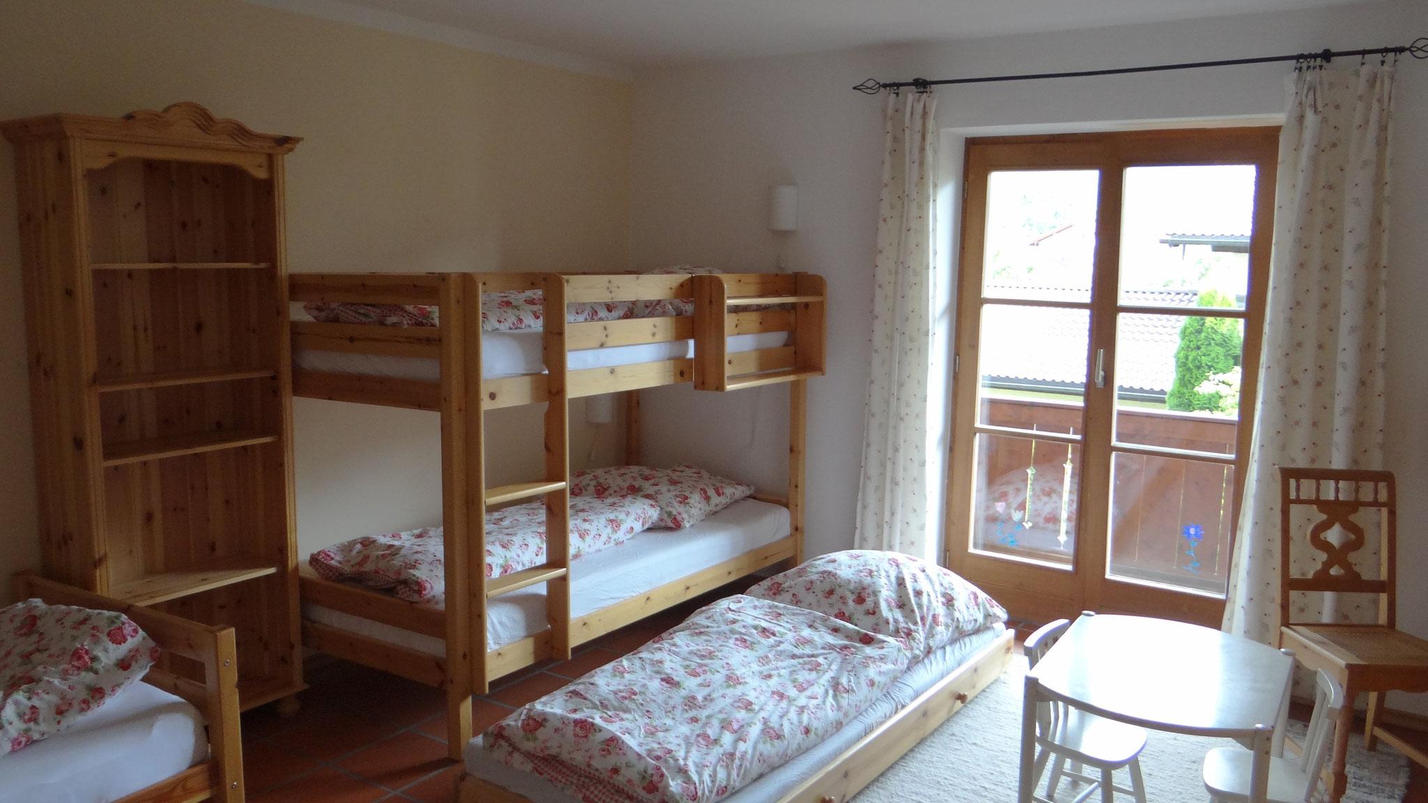Kinderschlafzimmer mit Zusatzbett