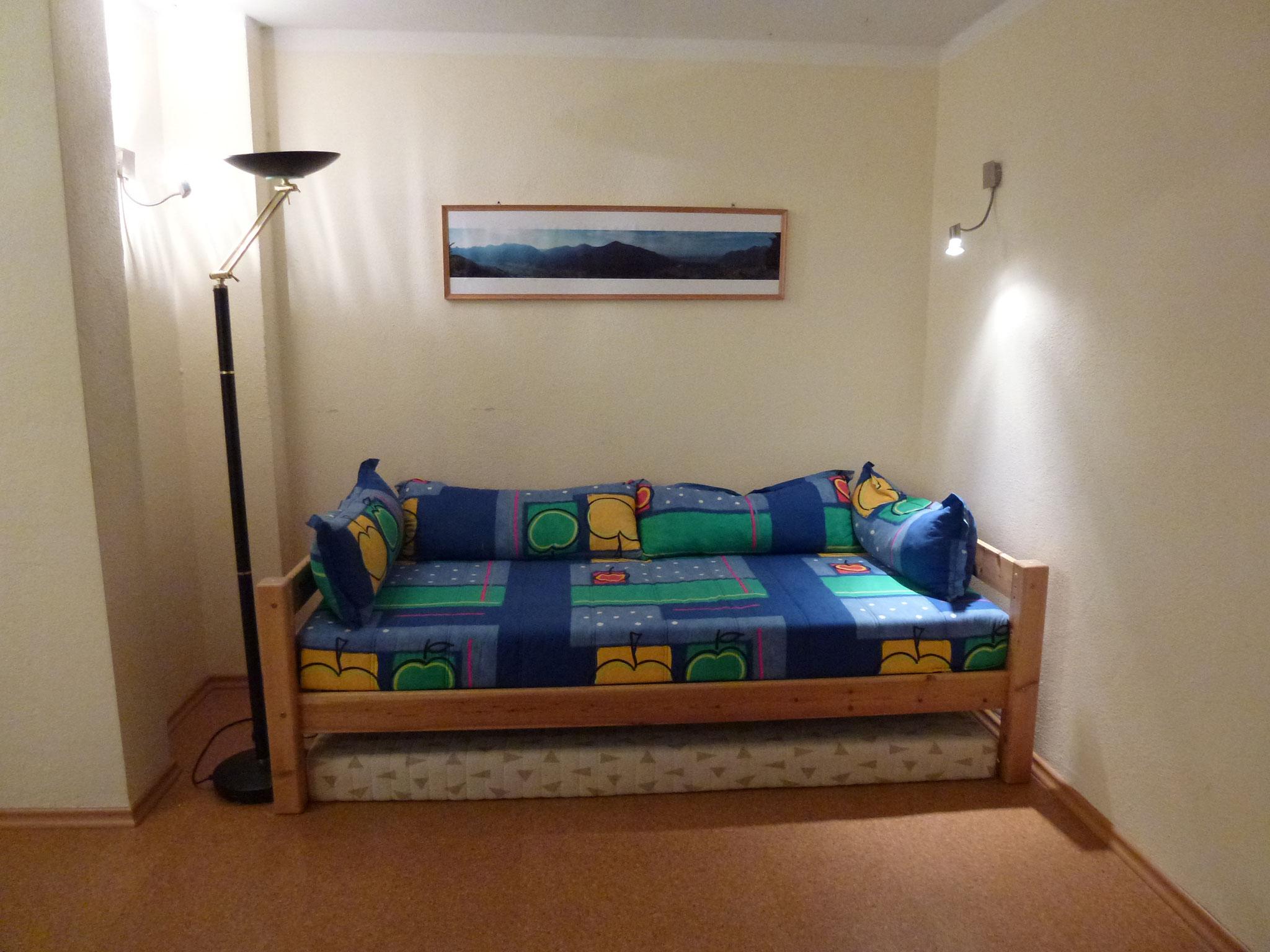 Zusatzbett im Tischtennisraum