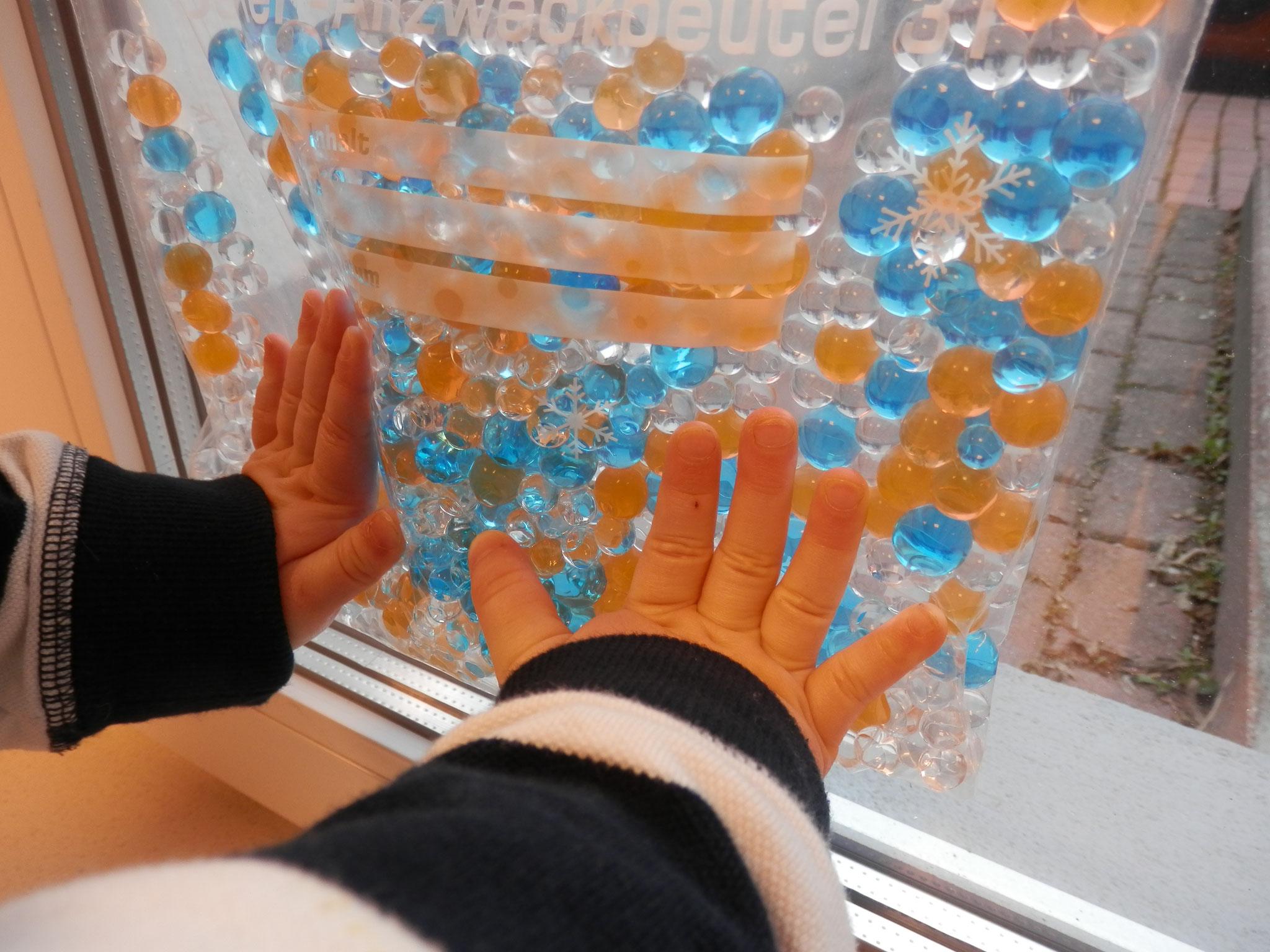 Ideenbörse - Wasserperlen am Fenster/Lichttisch