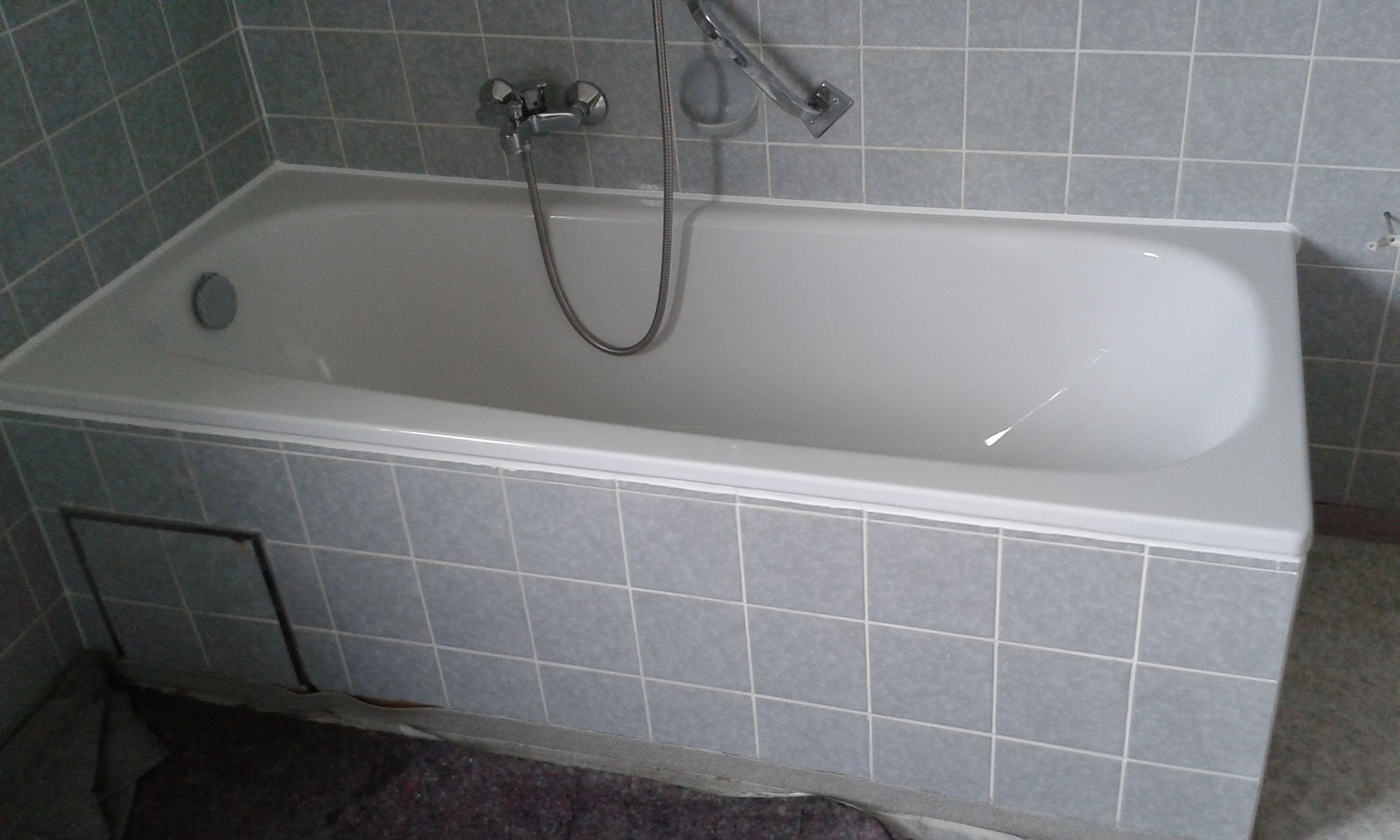 die komplett fertige neue Badewanne