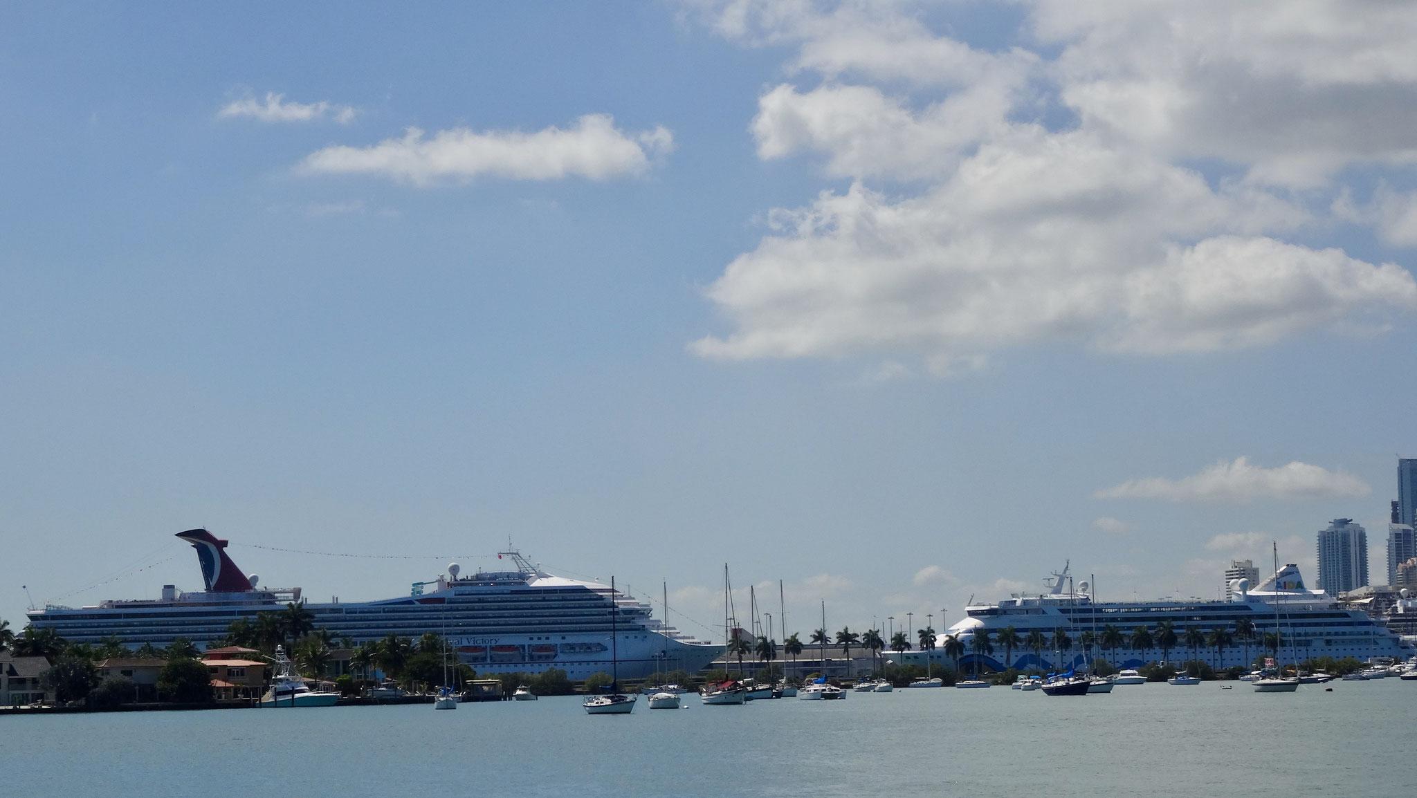 großes und kleines Schiff