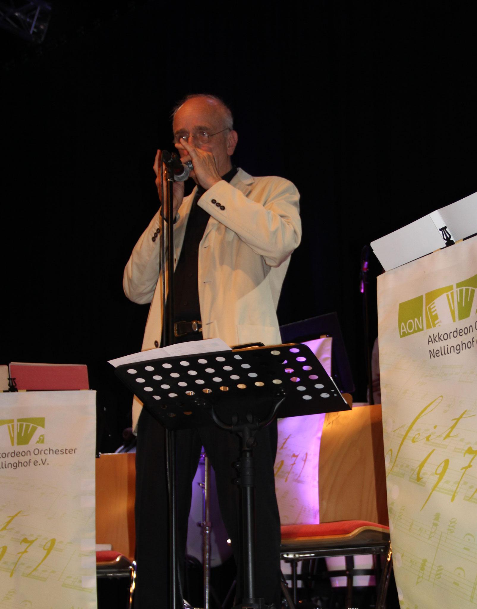 Mundharmonika-Solist Wilf Kiesow