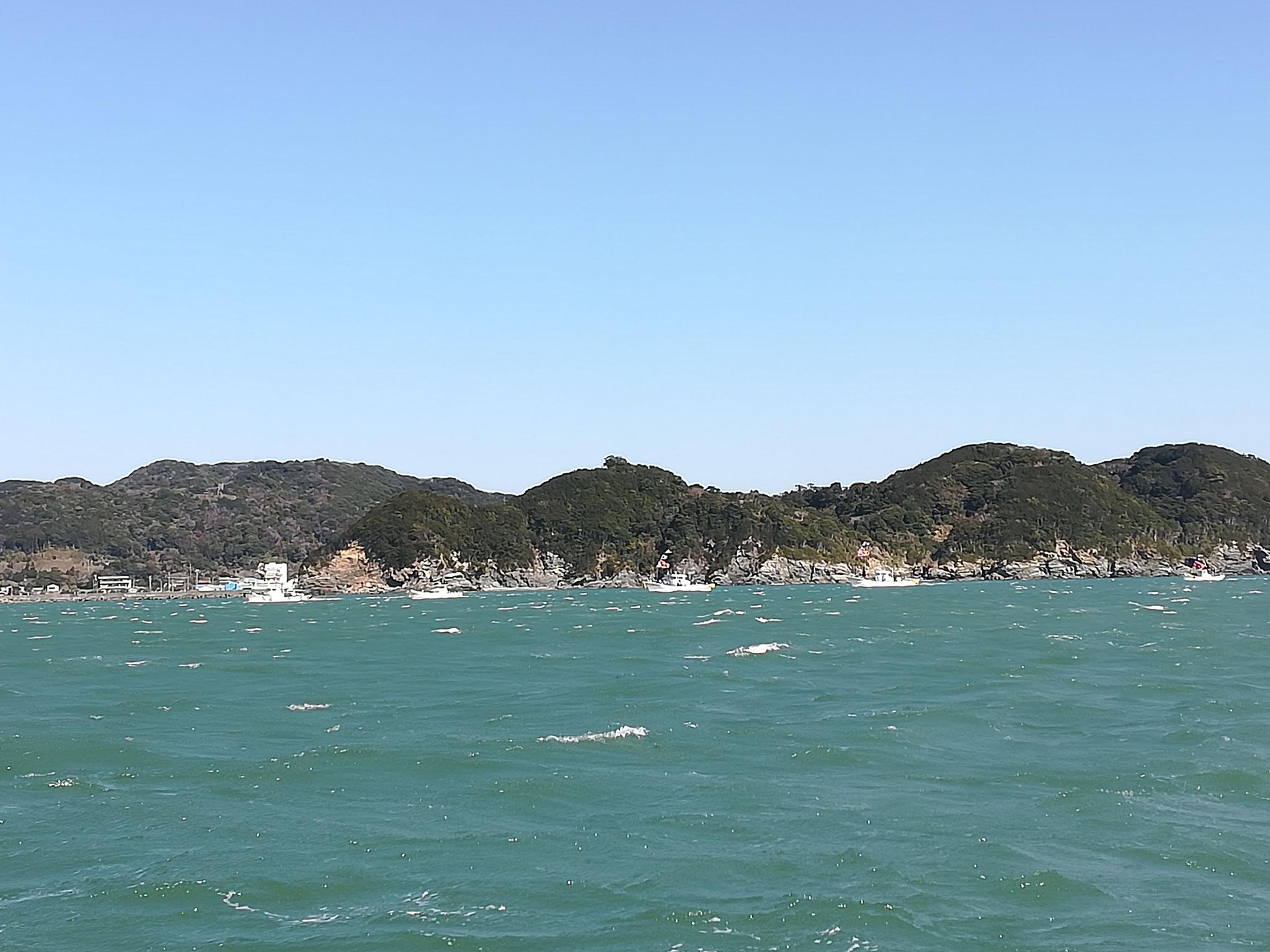 和具港前で和具の船が合流。