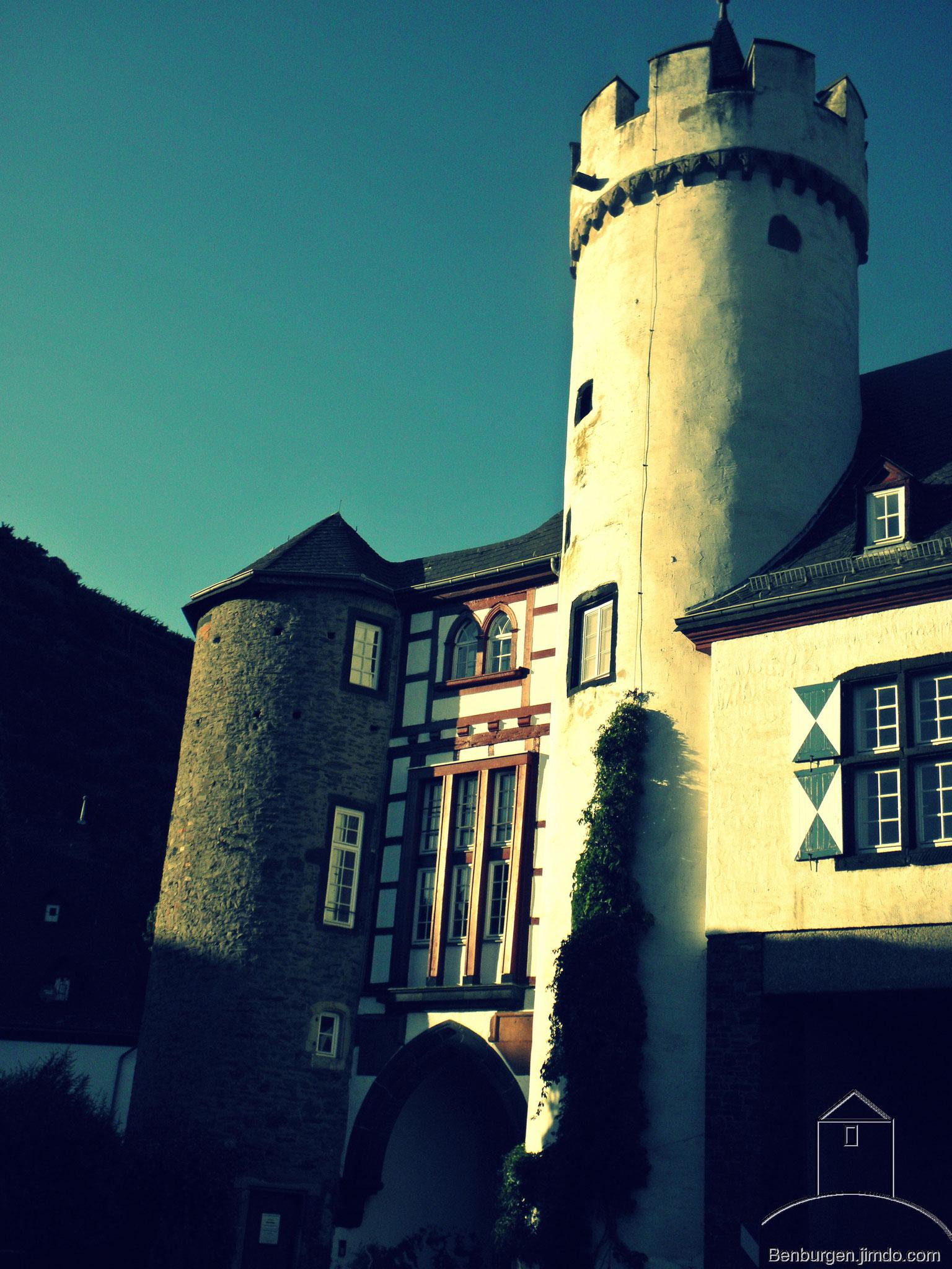 Haupttor in Kernburg. Oberburg Gondorf