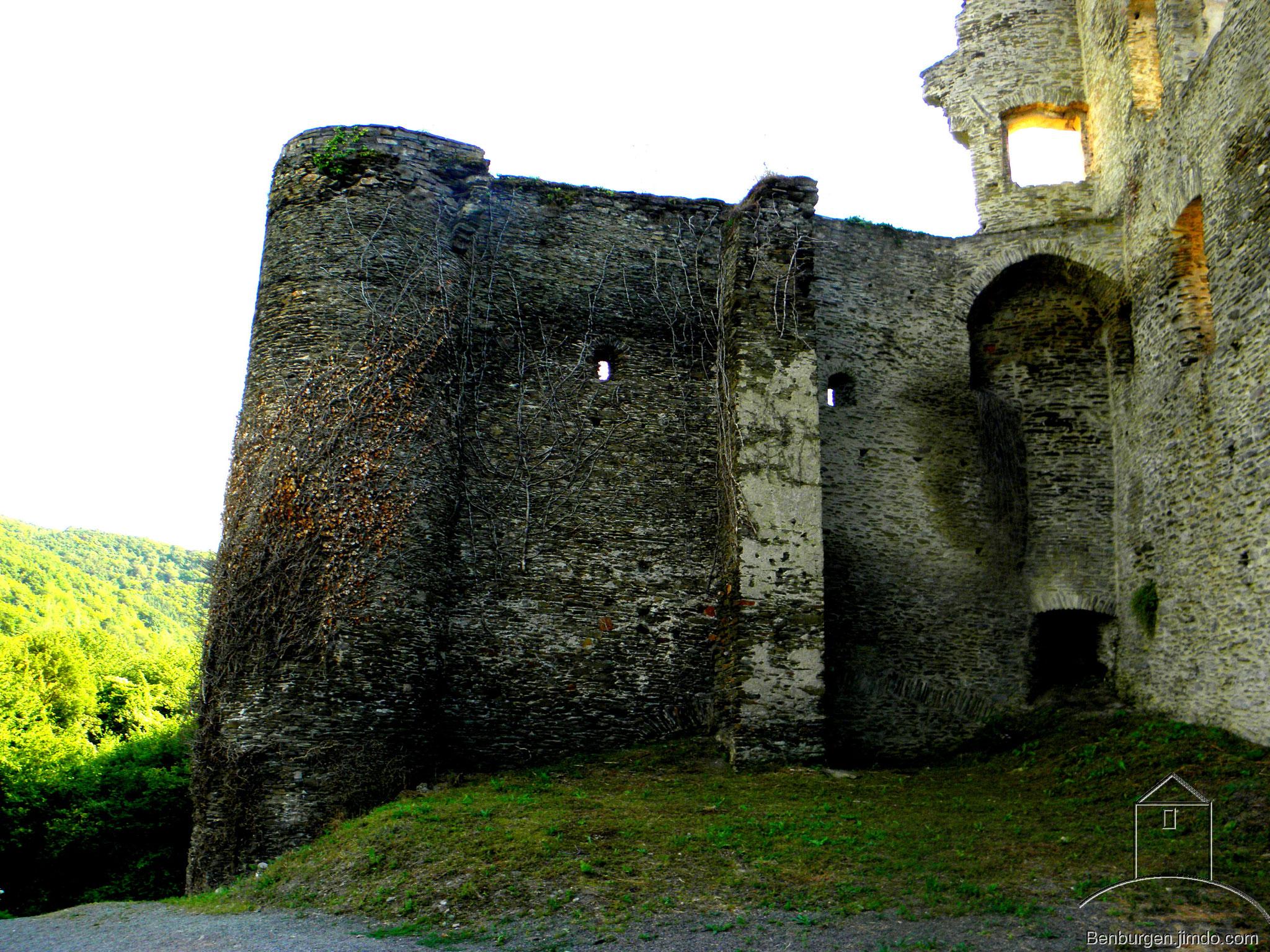 Verteidigungsturm. Burg Metternich.