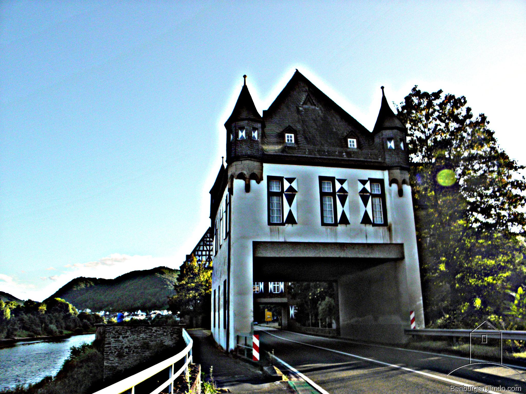 Gesamtansicht. Oberburg Gondorf