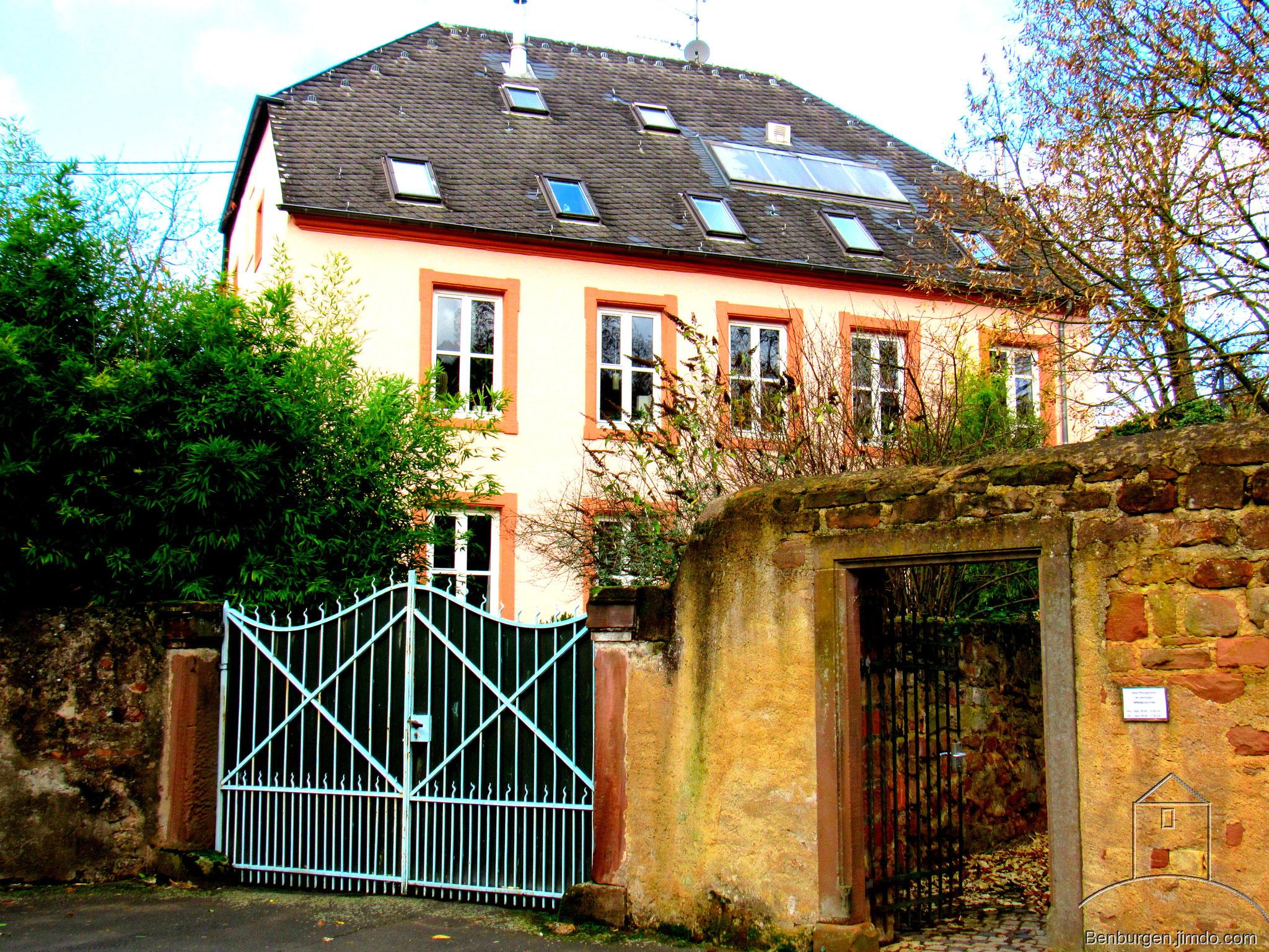Wohnhaus, welches direkt hinter dem Festungswall liegt.