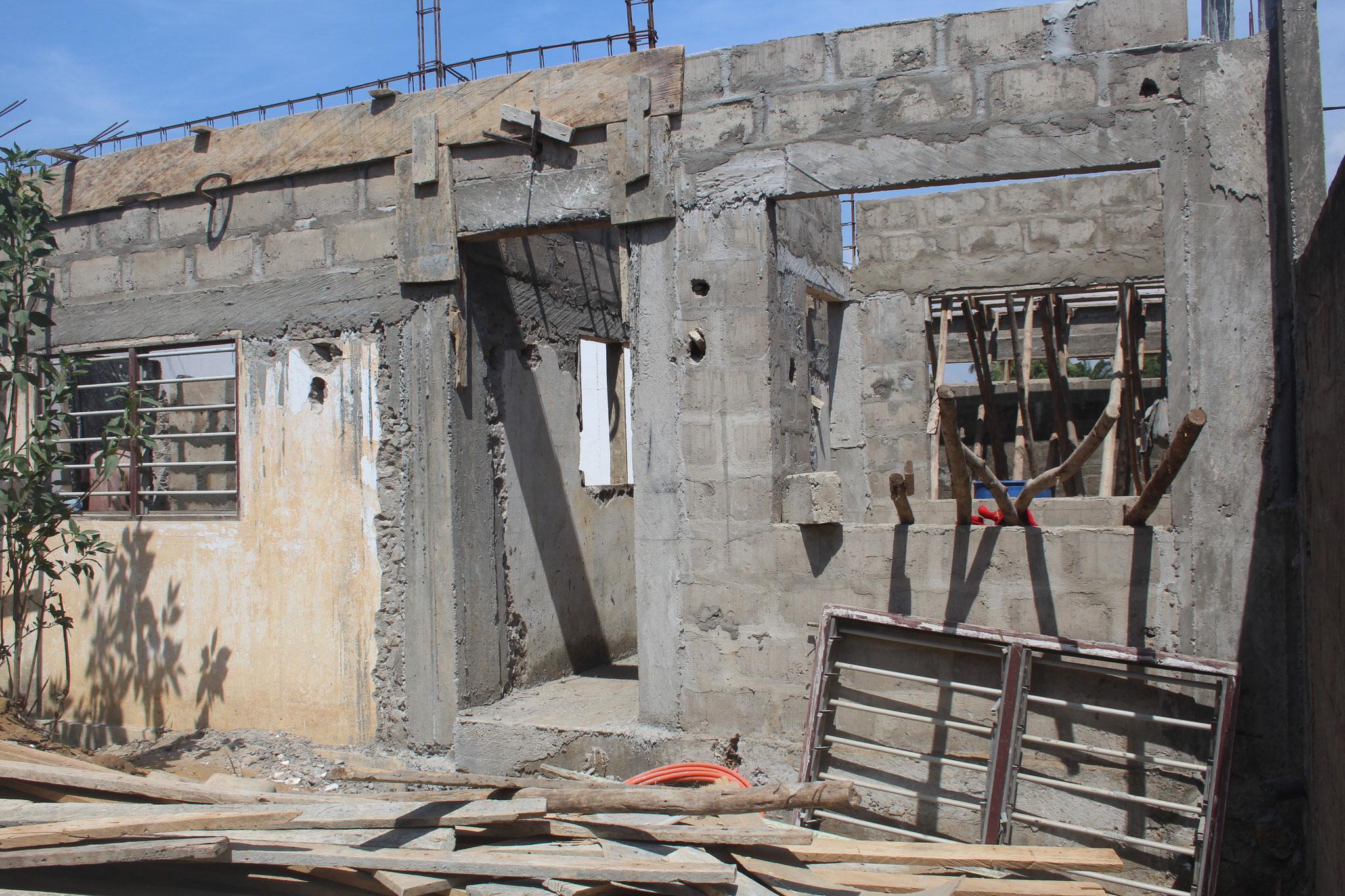 21.11.2014 Die Mauern vom alten Schlafzimmer wurden erhöht.