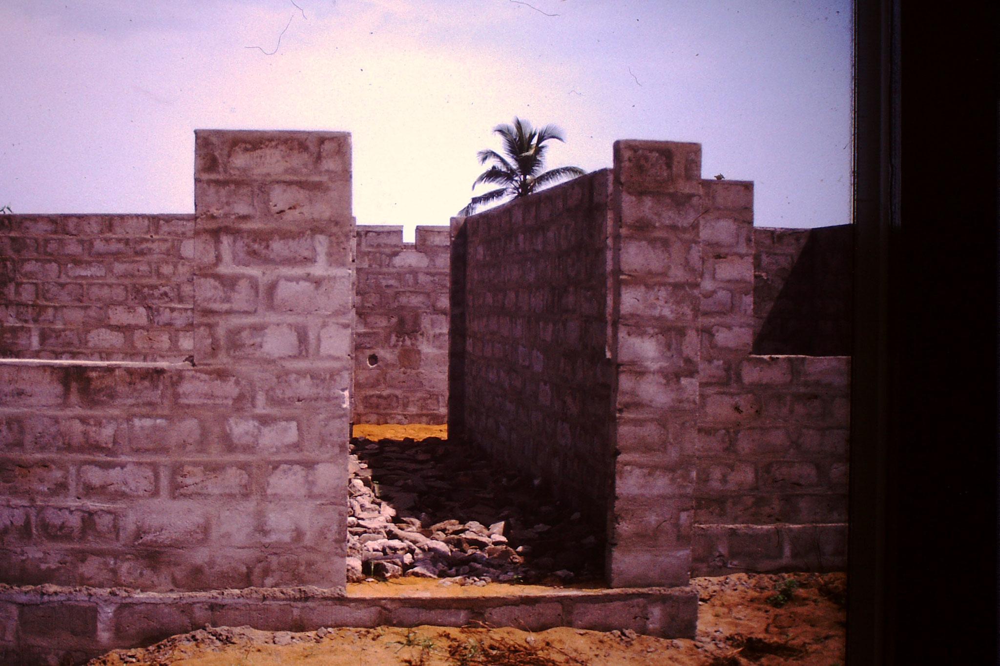 Wir haben angefangen zu bauen in Adamavo.