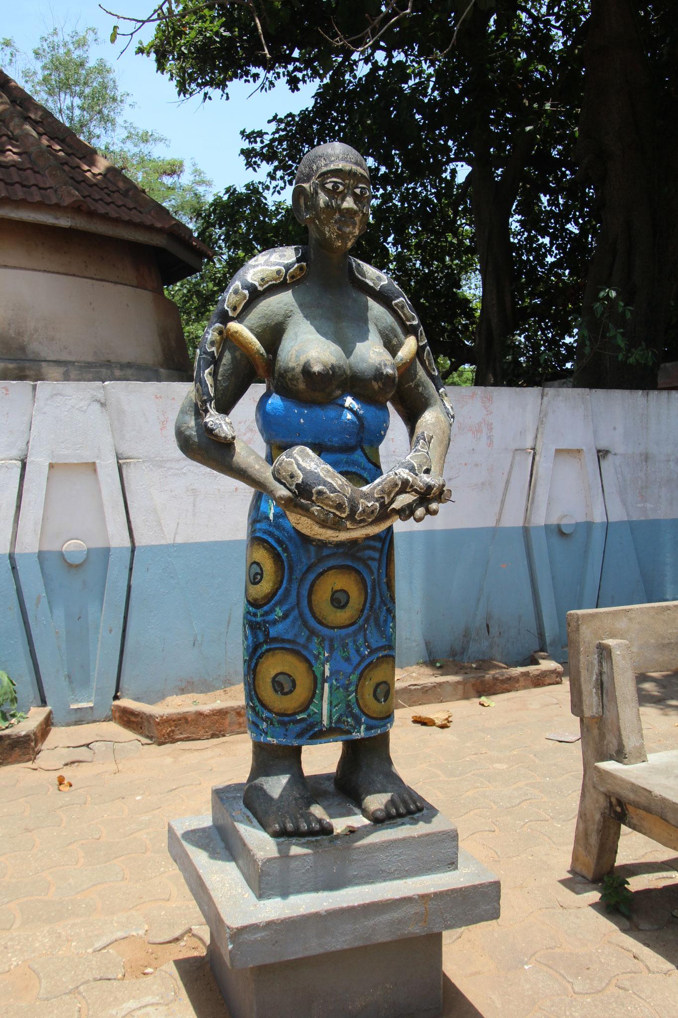 Statue mit Python.