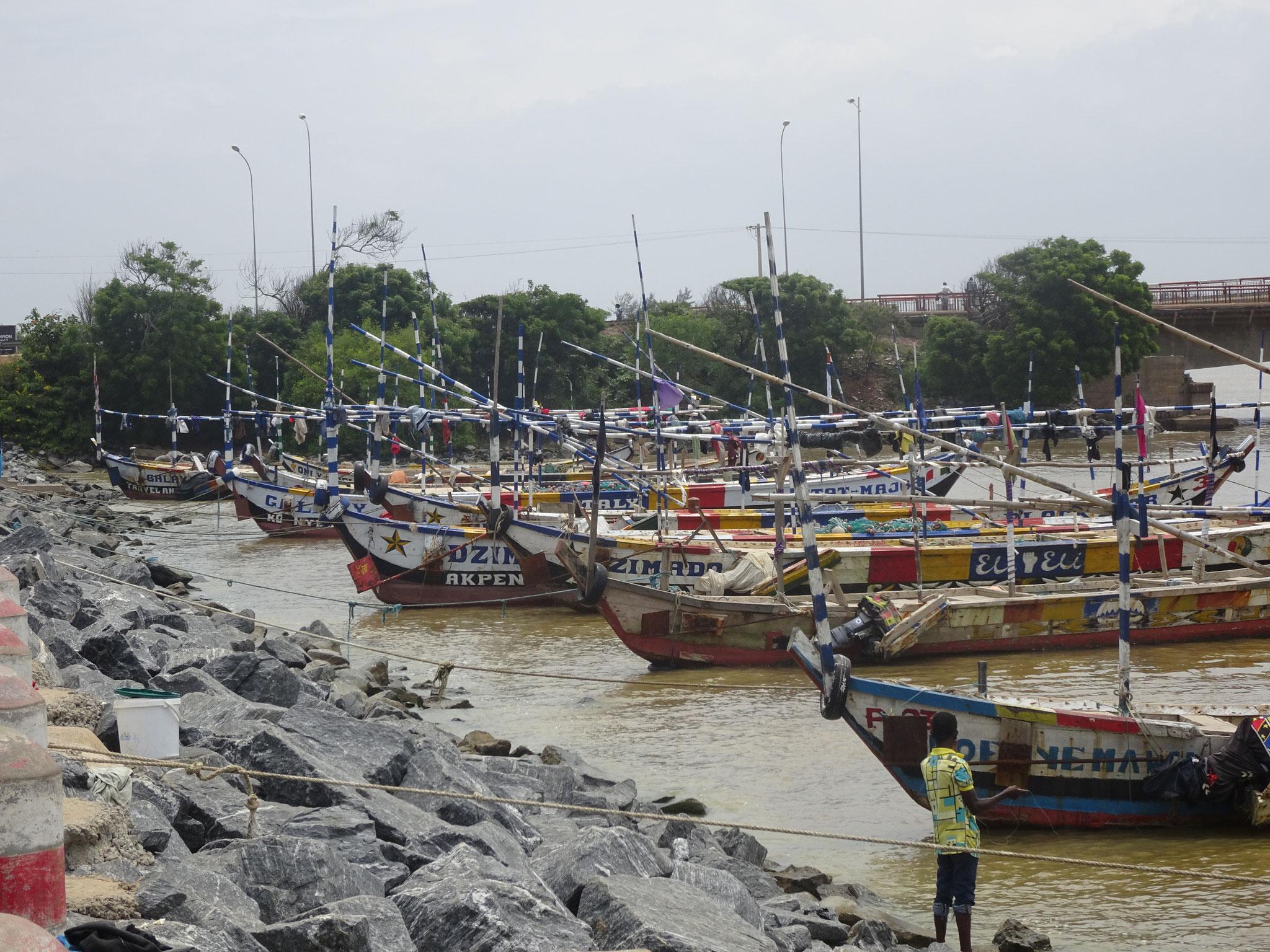 13. Fischerboote in der Lagune von Aneho.