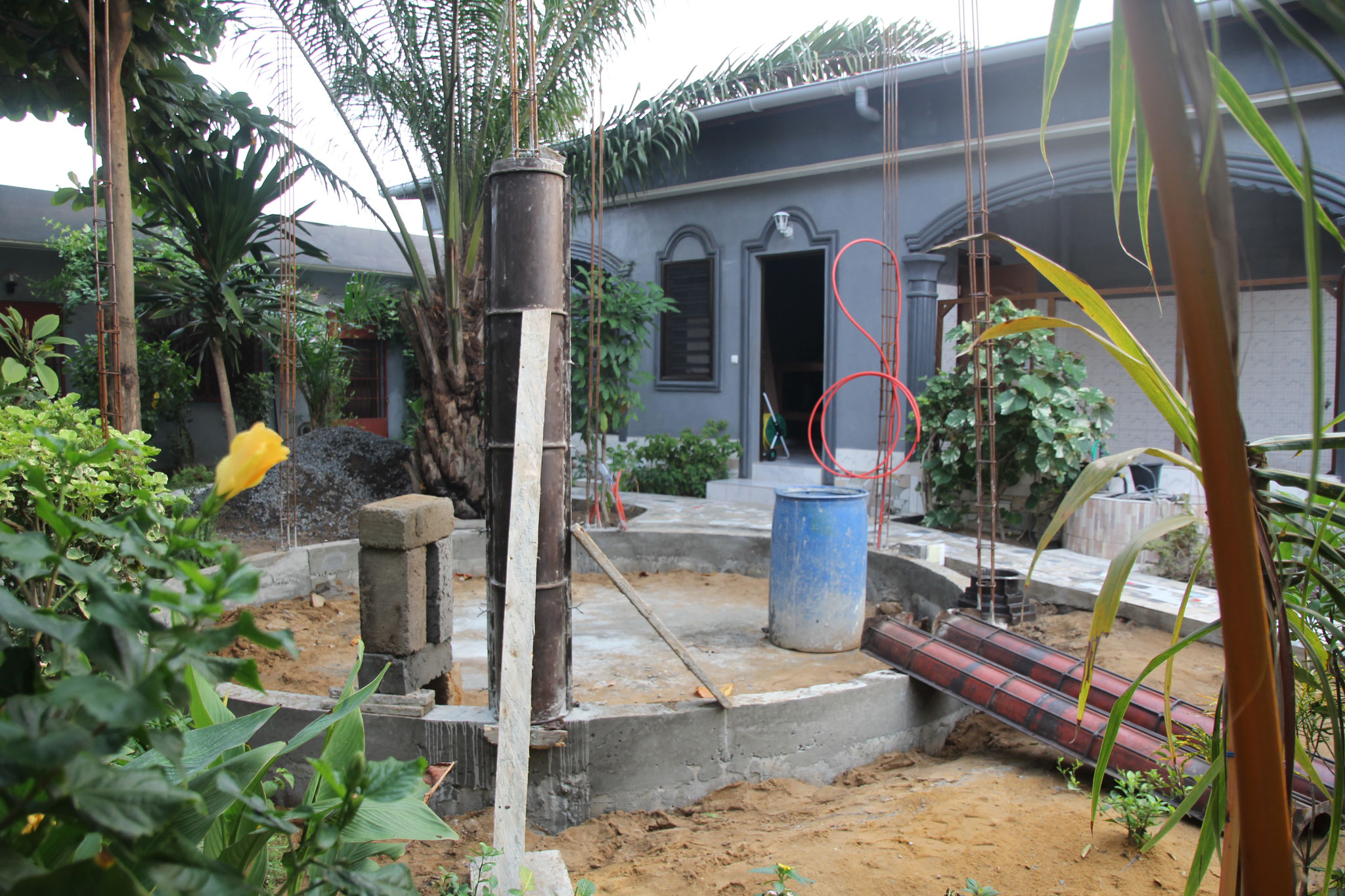 Die ersten 2  Säulen werden gemacht.