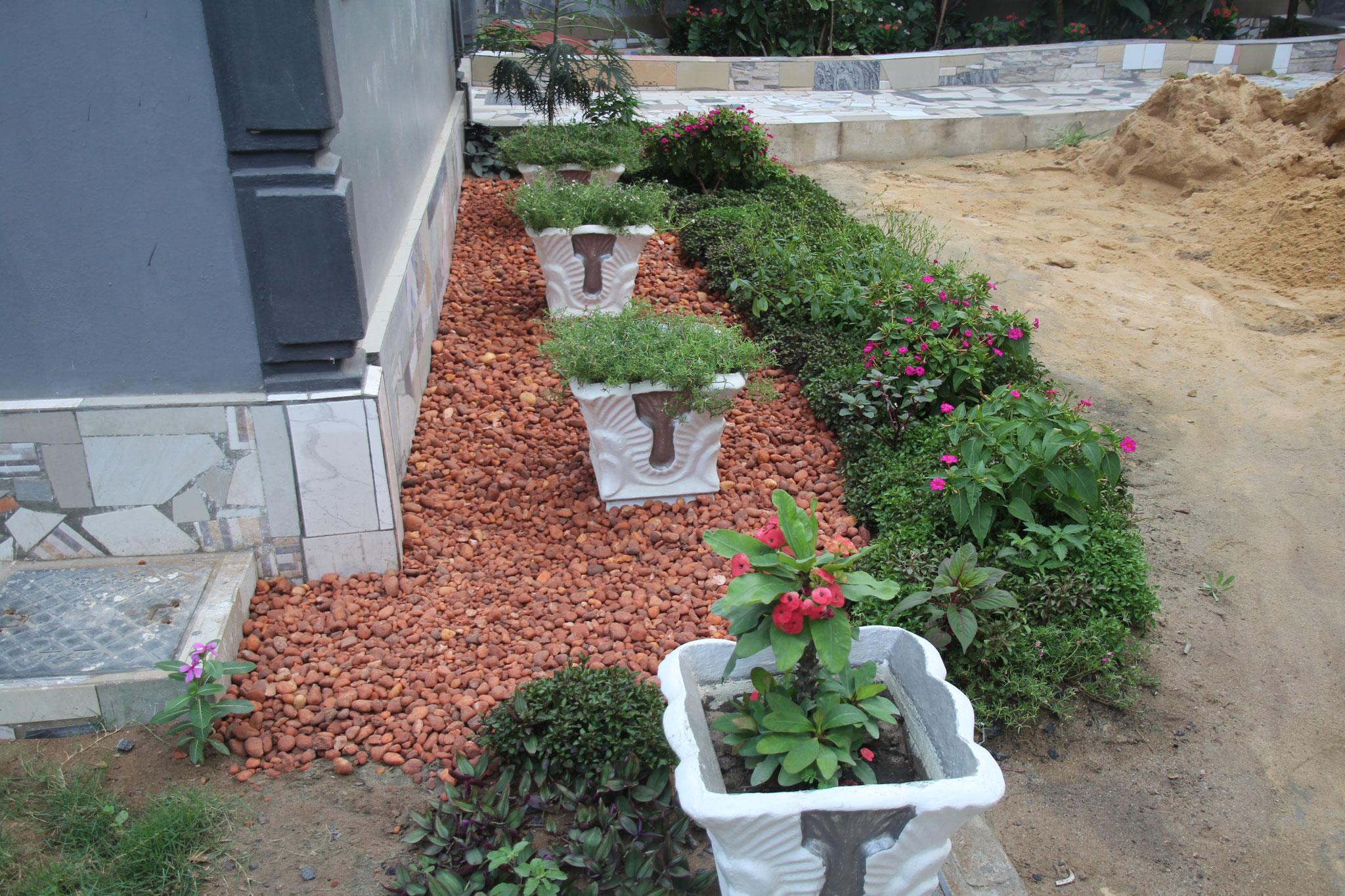 Der Rest wird später mit Sand aufgefüllt und bepflanzt.
