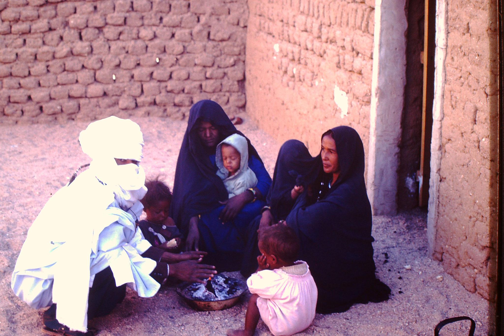 Der Touareg Ibrahim mit seiner Familie.