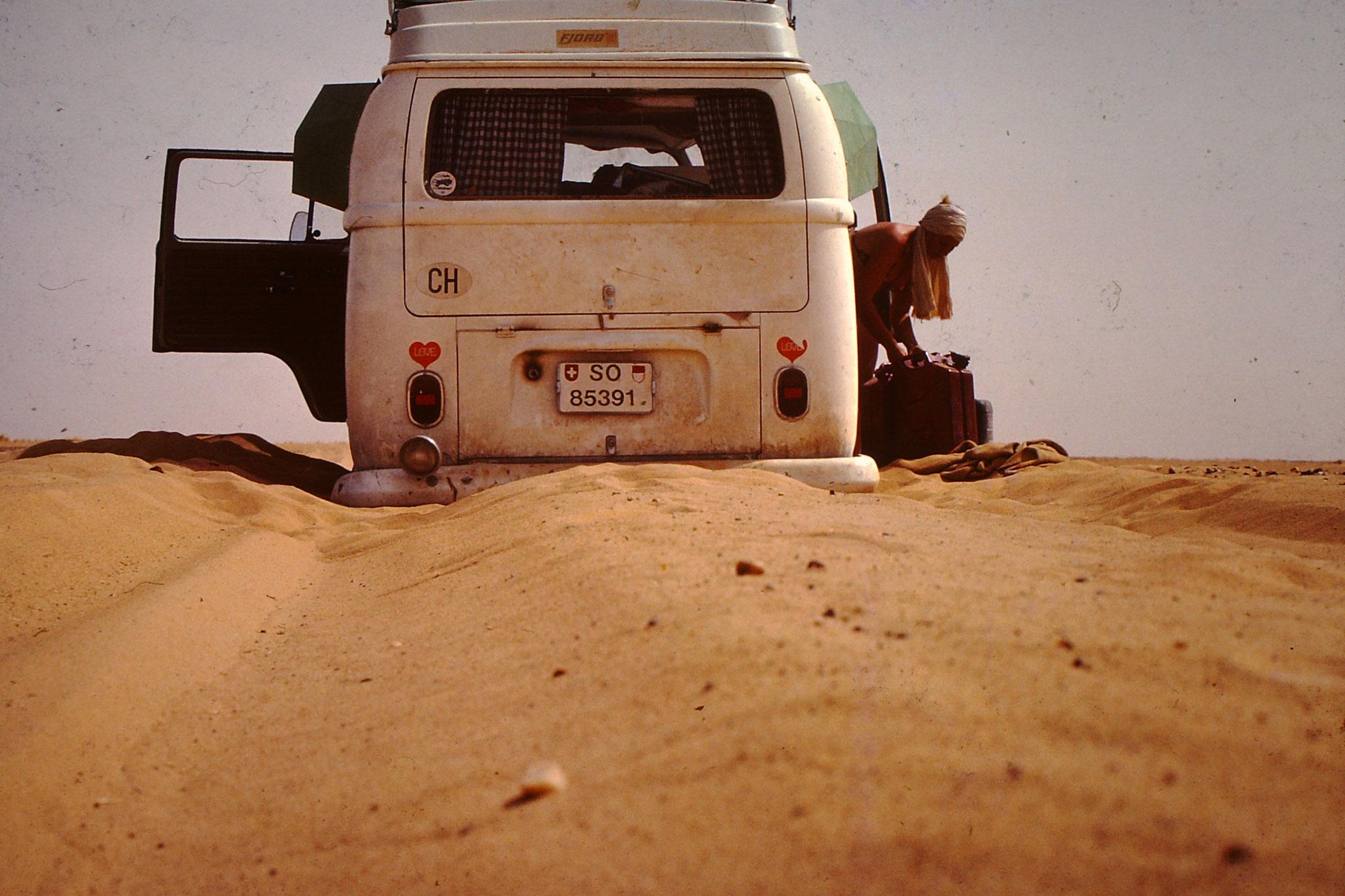 Bei meiner ersten Saharadurchquerung hatte ich mit dem fahren auf Weichsandpiste noch keine Erfahrung. Zudem sollte man die Sahara nicht wie wir ende April durchqueren. Der beste Zeitpunkt ist zwischen November und März.