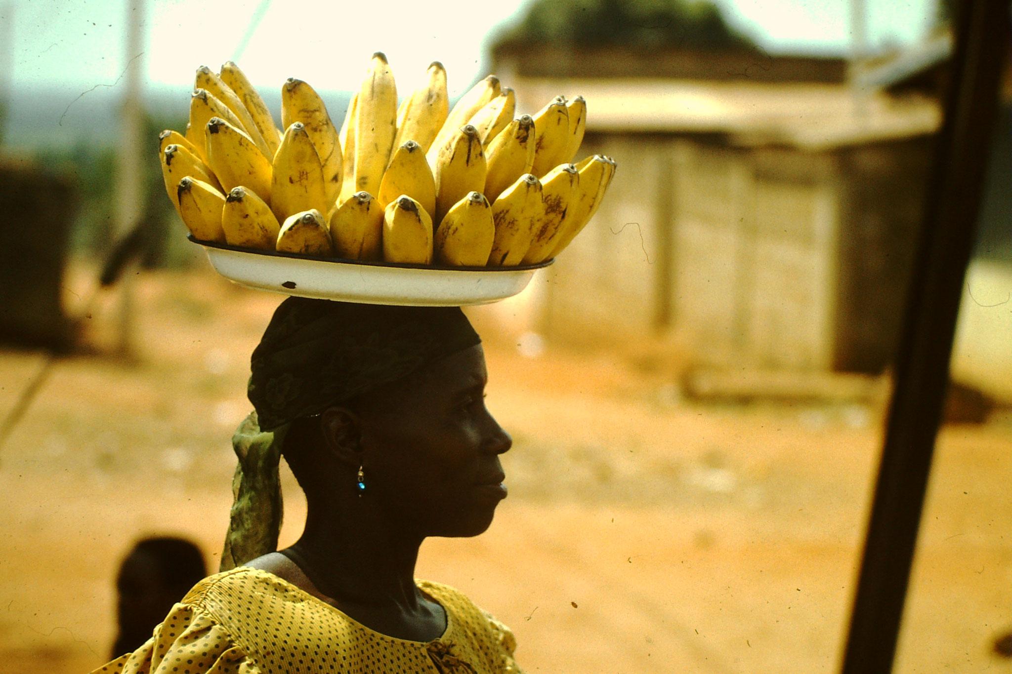 Bananenverkäuferin. Man nennt sie Akorunton.
