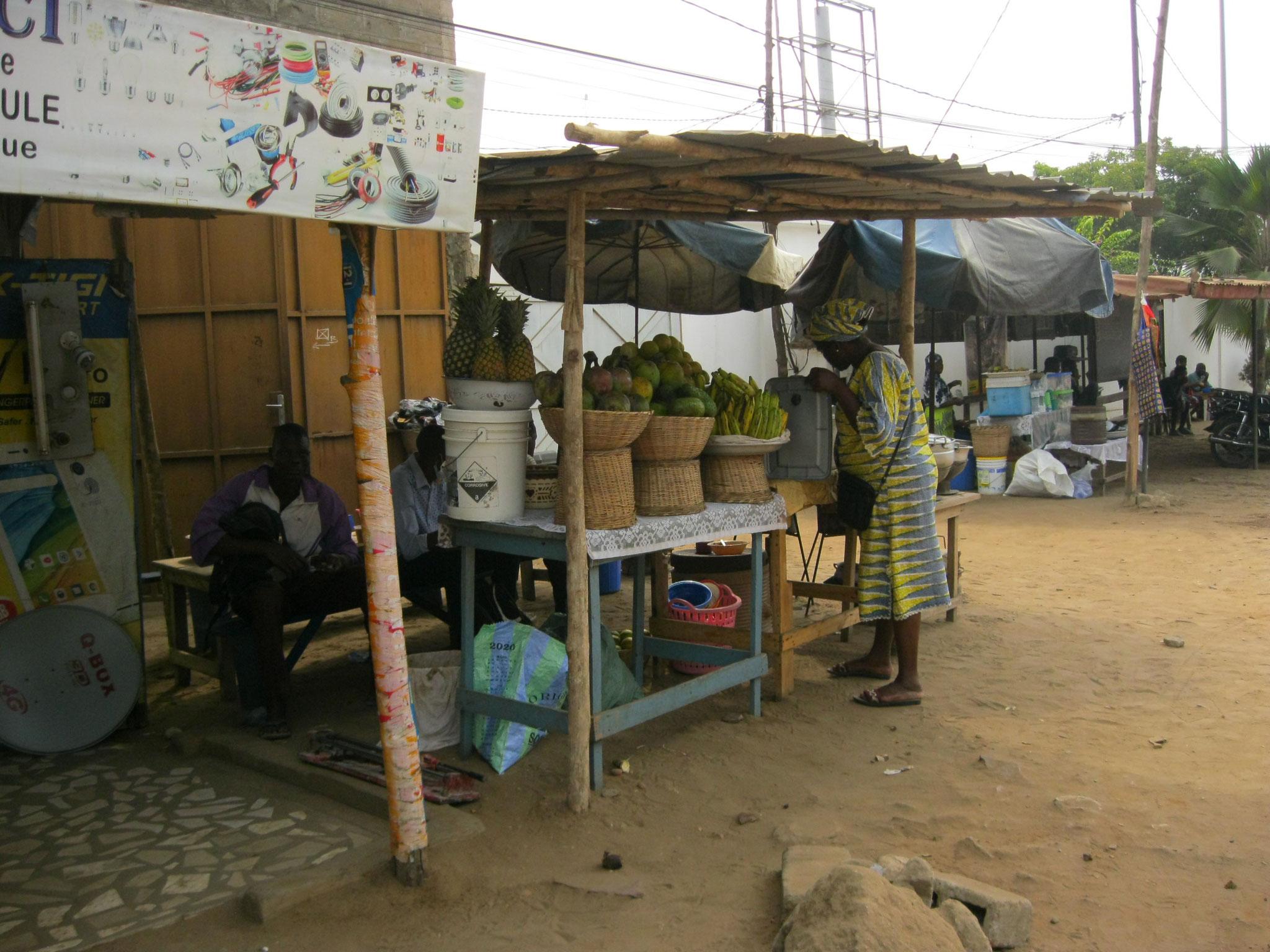 Früchteverkäuferin in Avepozo