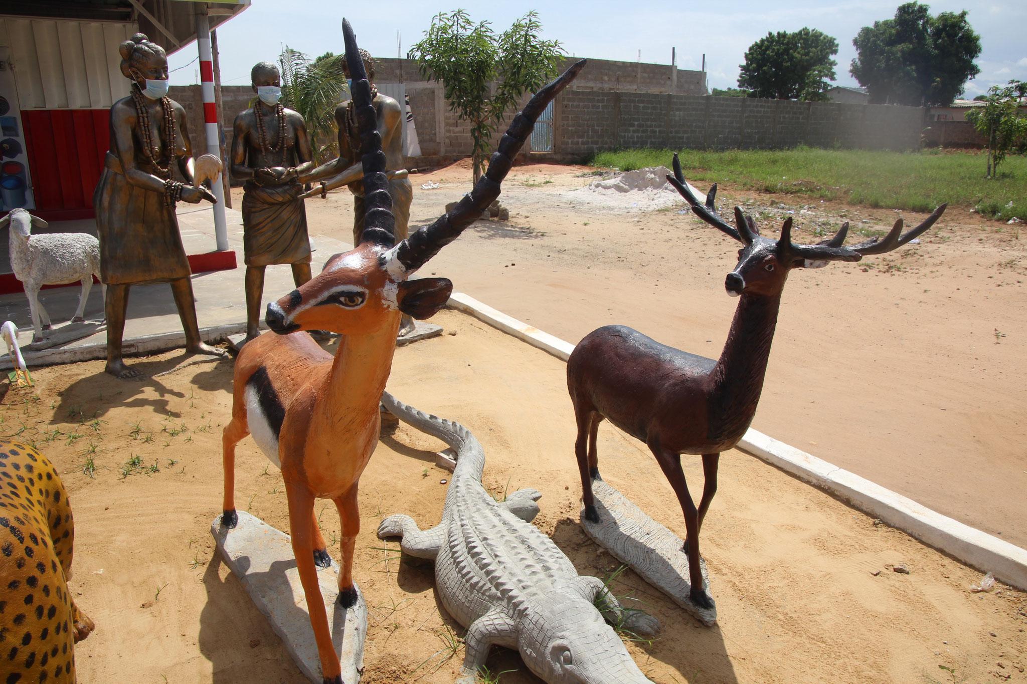 Skulpturen aus Beton.