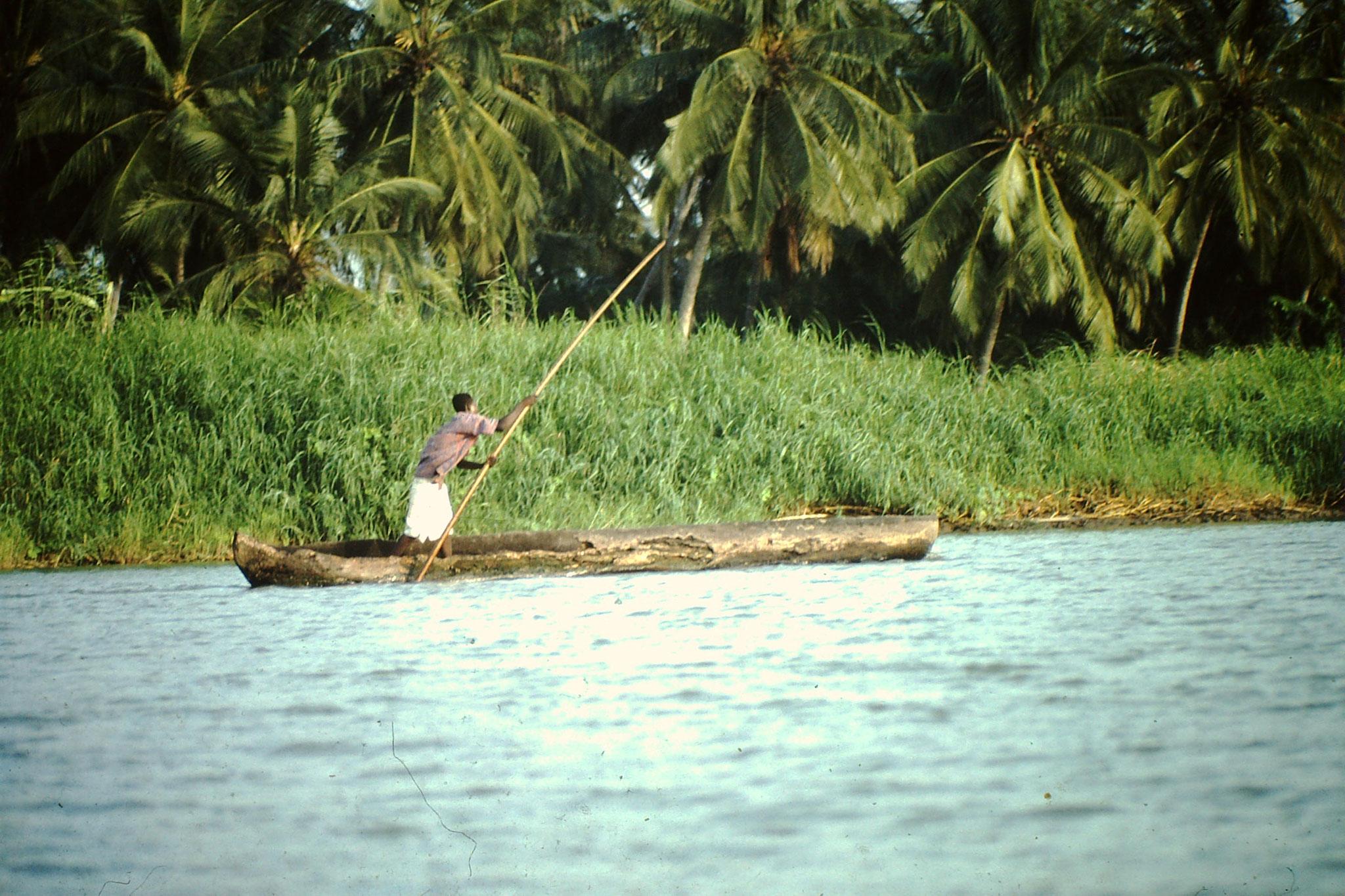 Fischer auf dem Mono.