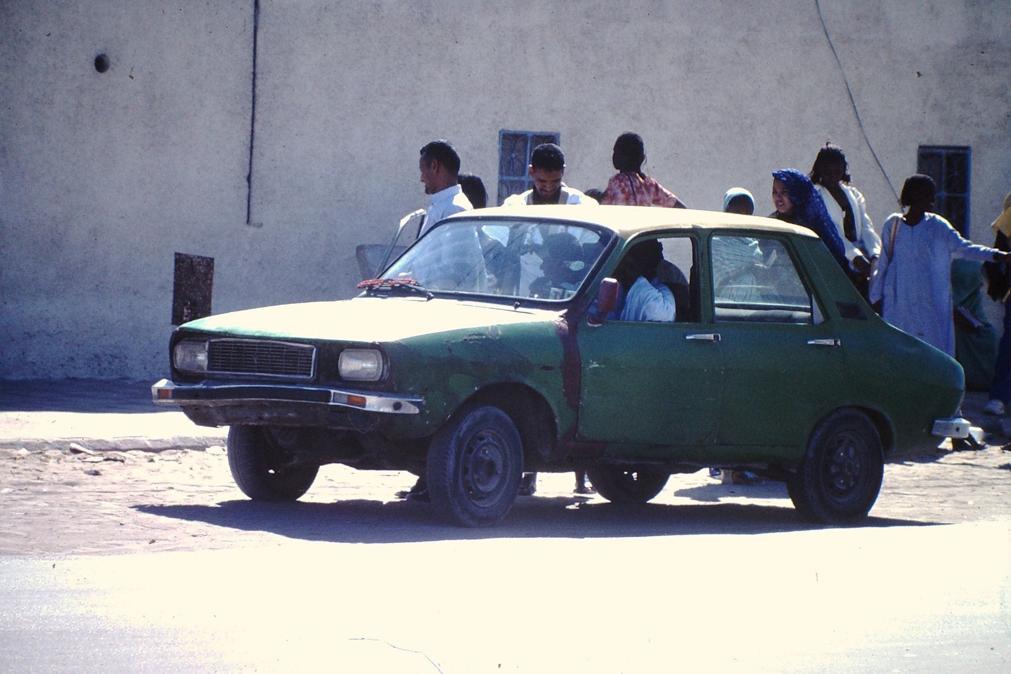 In keinem anderen Land sah ich Autos in solch schlechtem Zustand. Hier ein Renault 12.