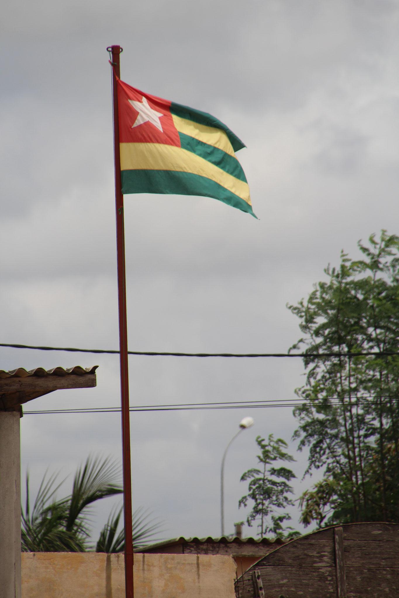 2. Gehisste Flagge in der EPP Aneho