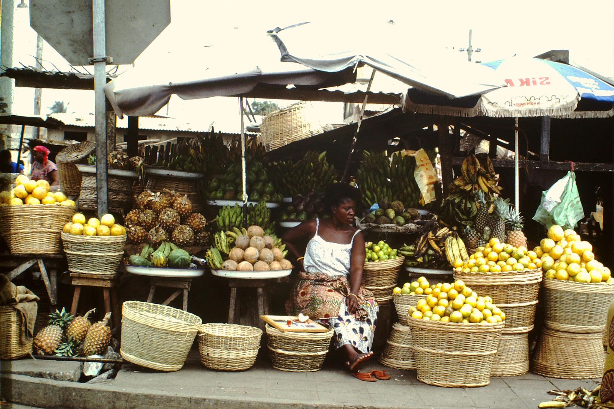 Früchtemarkt beim Marox.