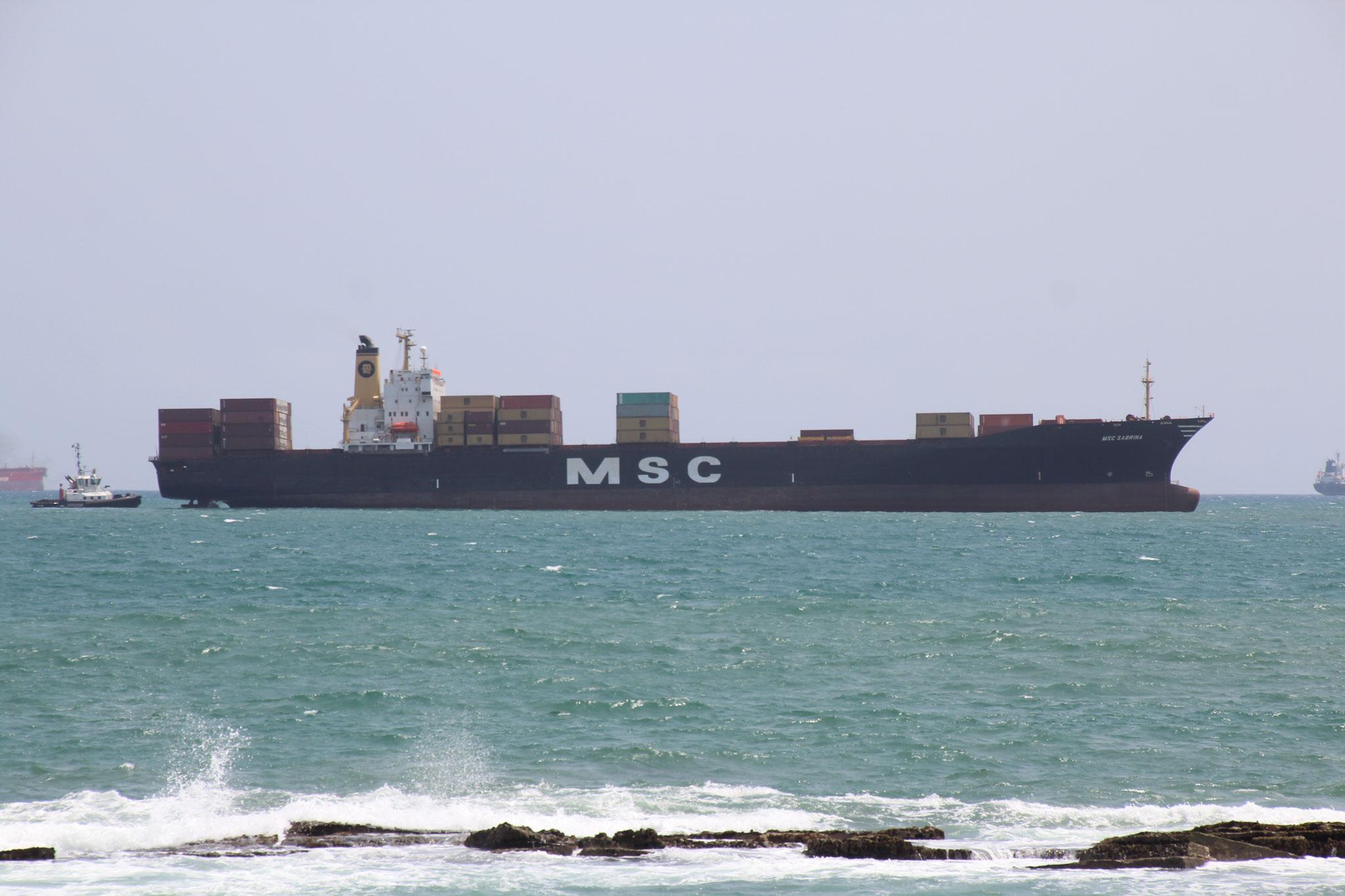 10. Containerfrachter der Firma MSC. Früher oder später landet auch dieser vermutlich zum ausschlachten in Alang.