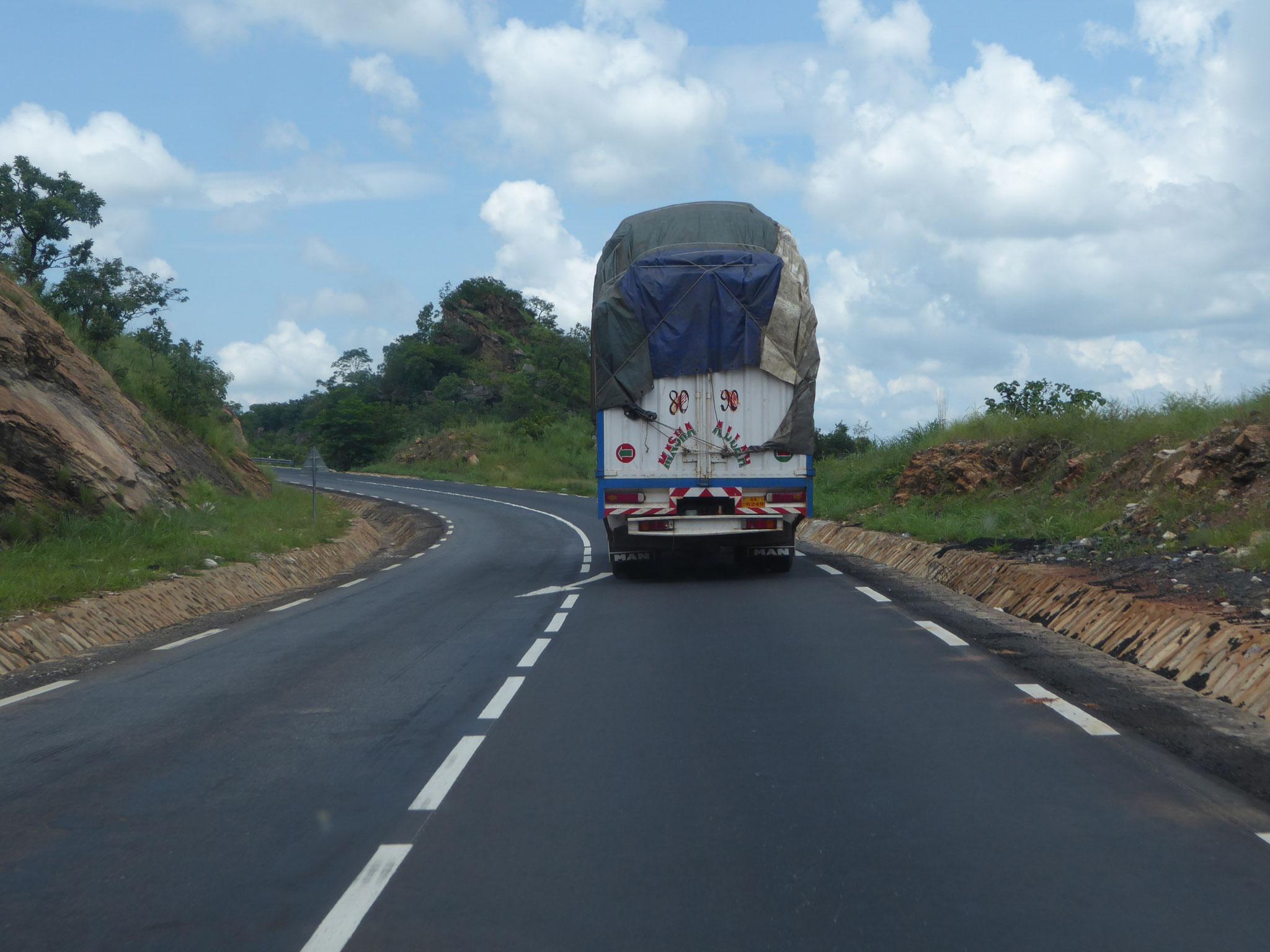 Lastwagen sind oft masslos überladen.