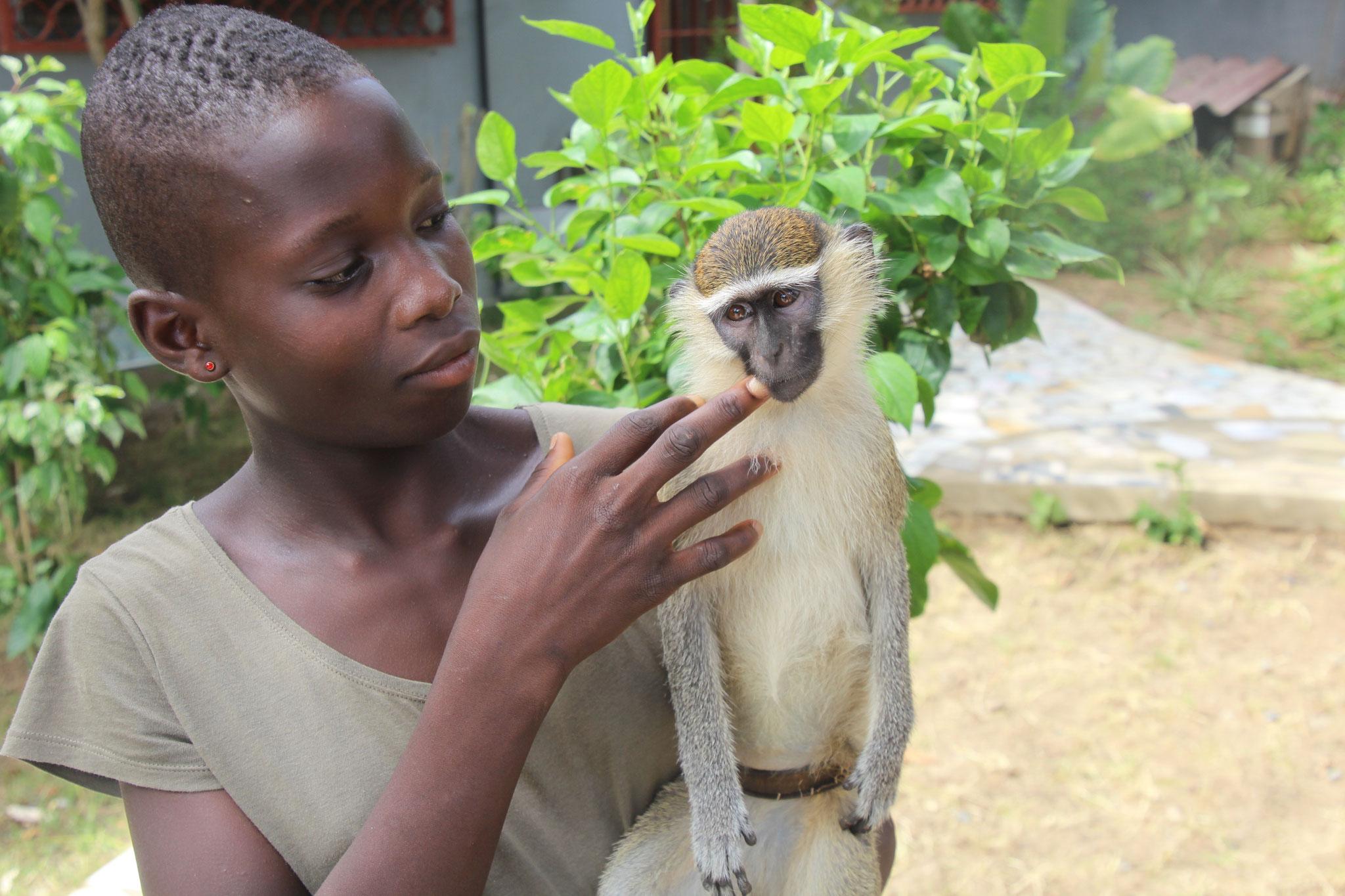 Sandra mit Finn in Adamavo.