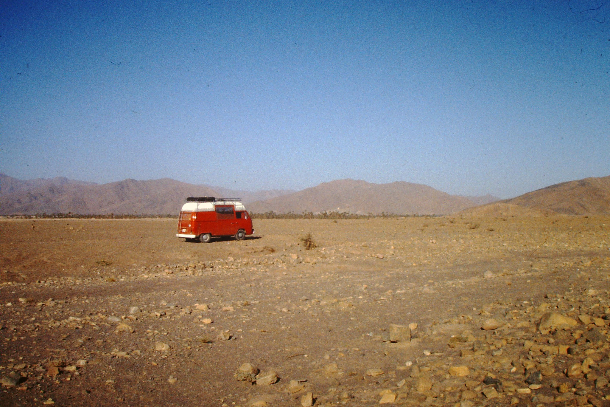 Unser VW Bus in der Sahara.