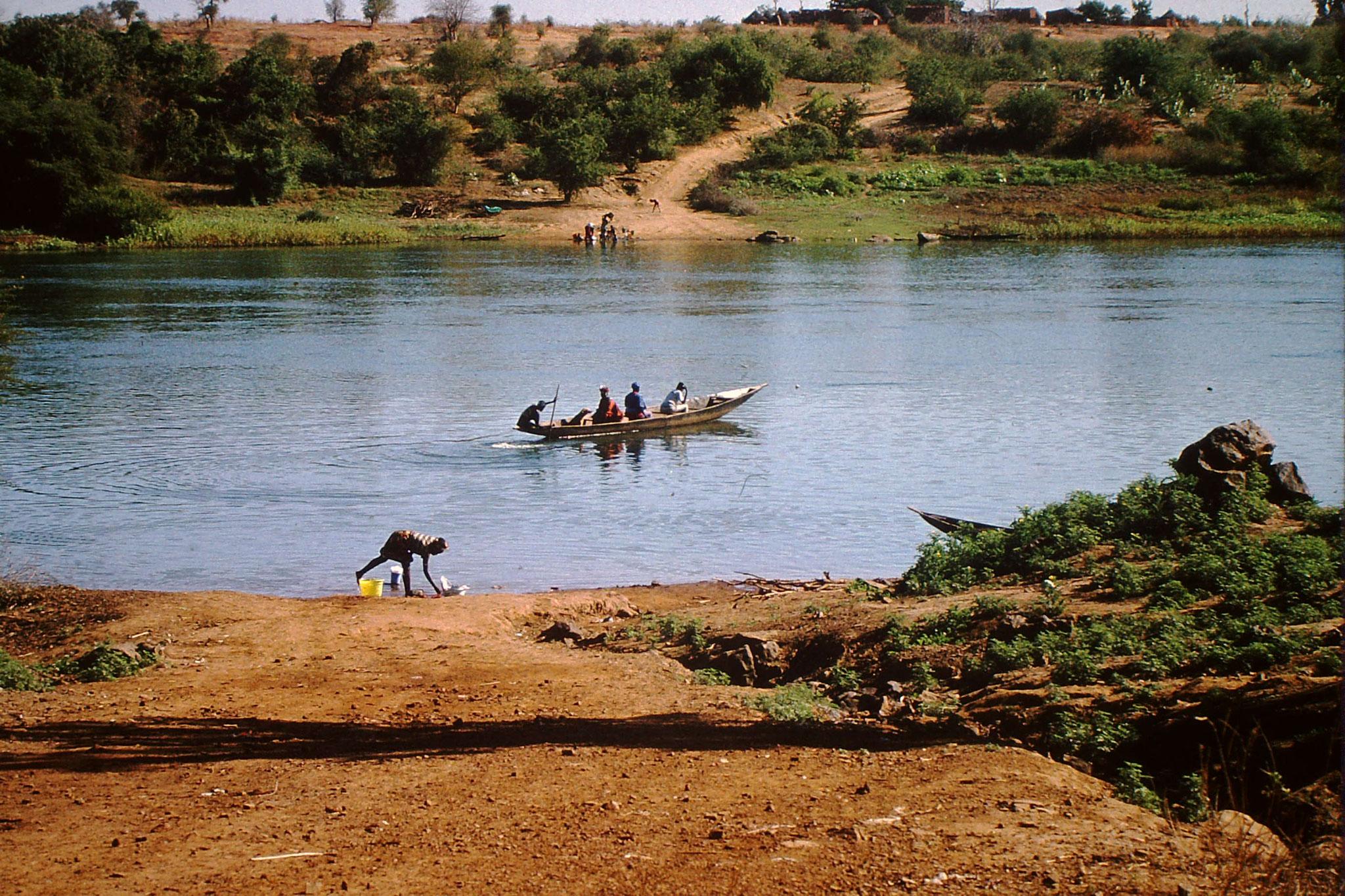 Piroge auf dem Fluss Senegal.