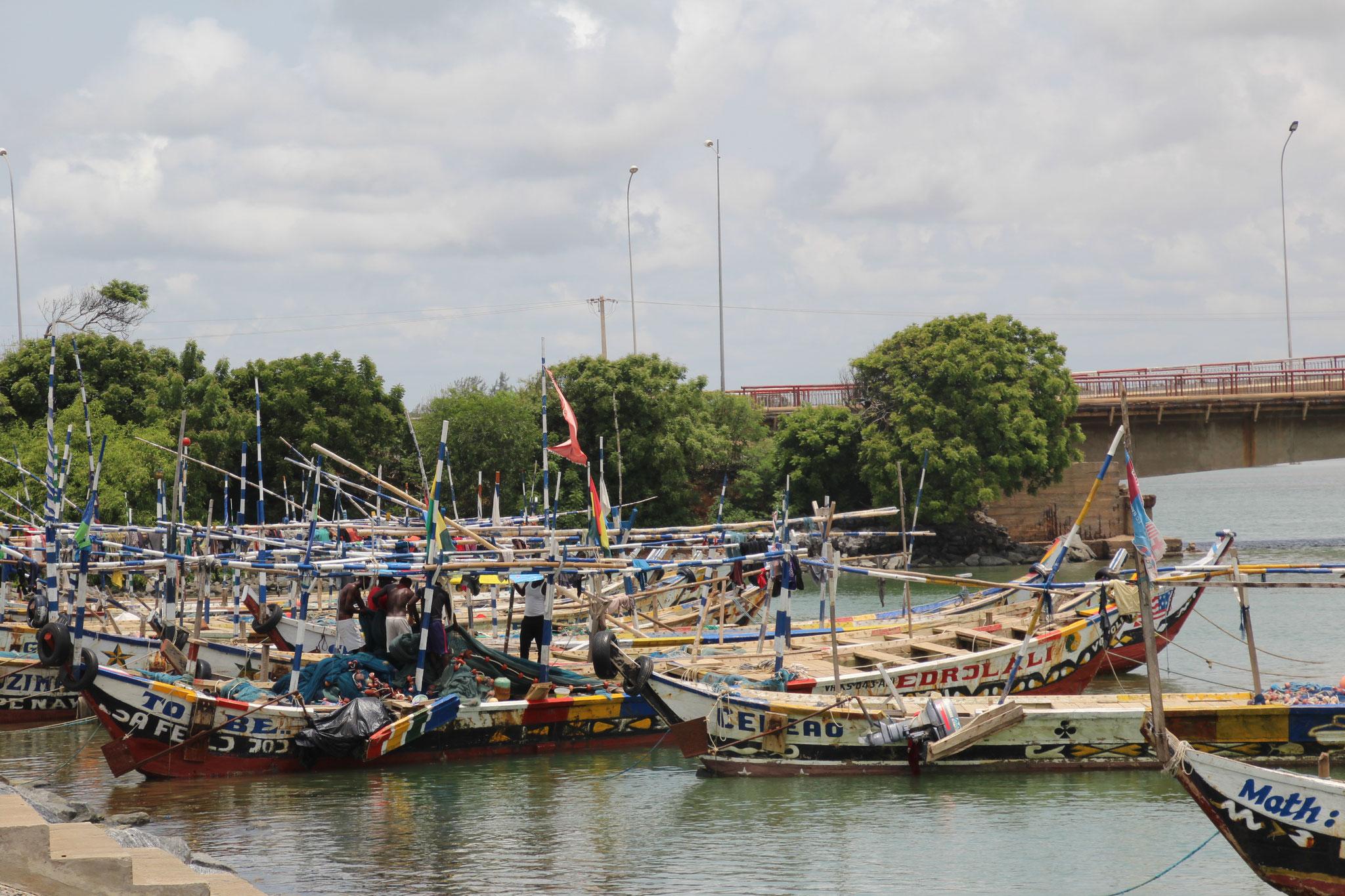 18.  Fischerboote in der Lagune von Aneho.