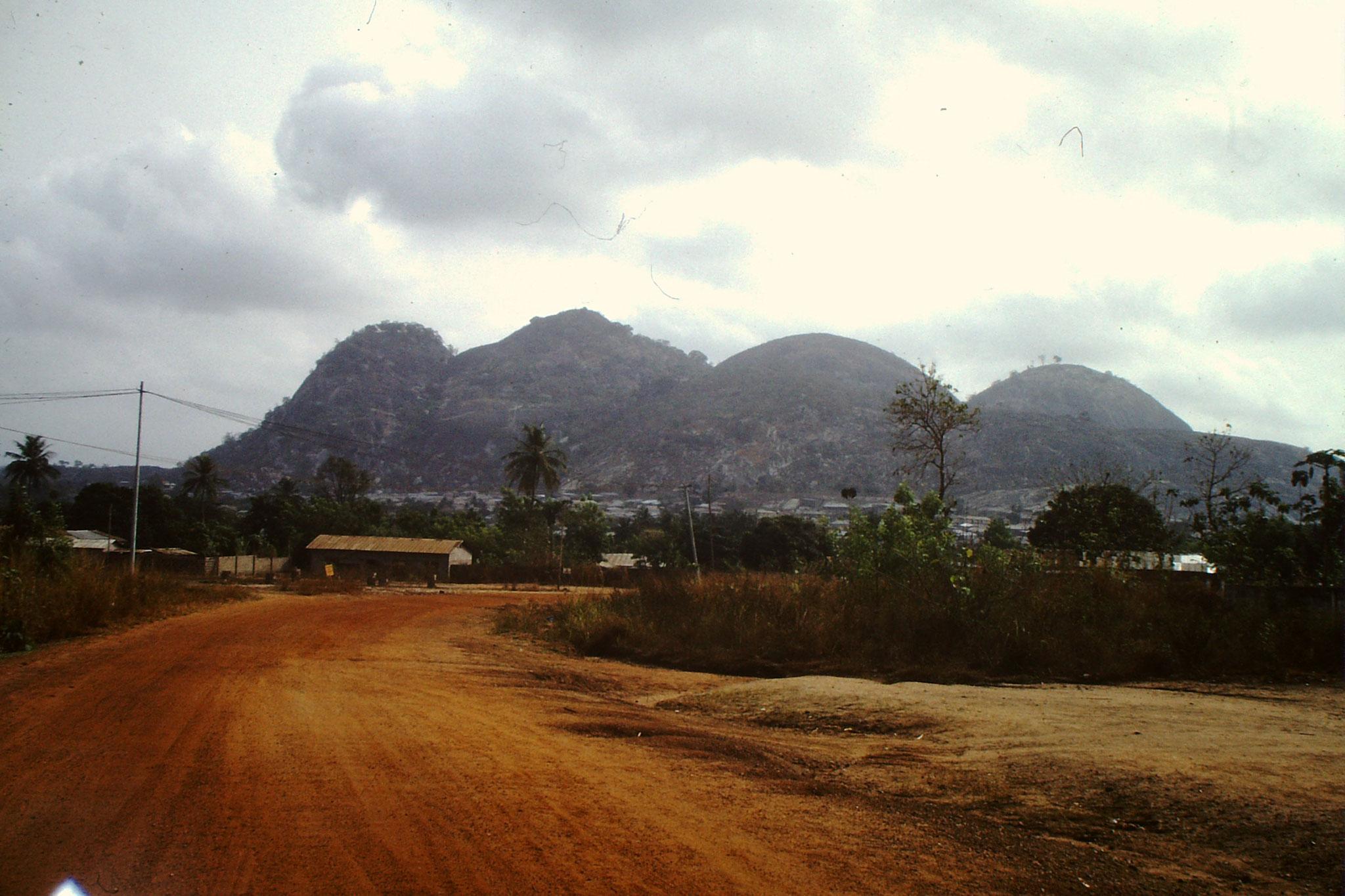 Landschaft mit Hügeln der Atakora Kette.