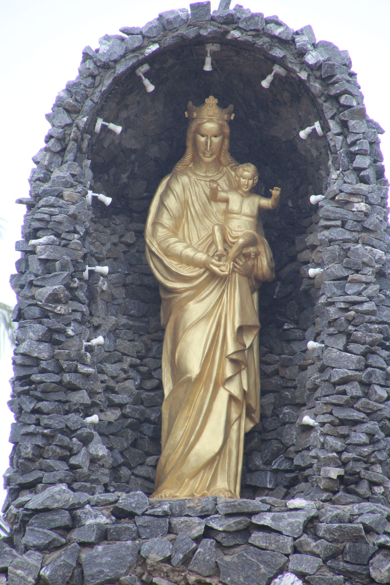 Madonna bei der Kirche von Agbata