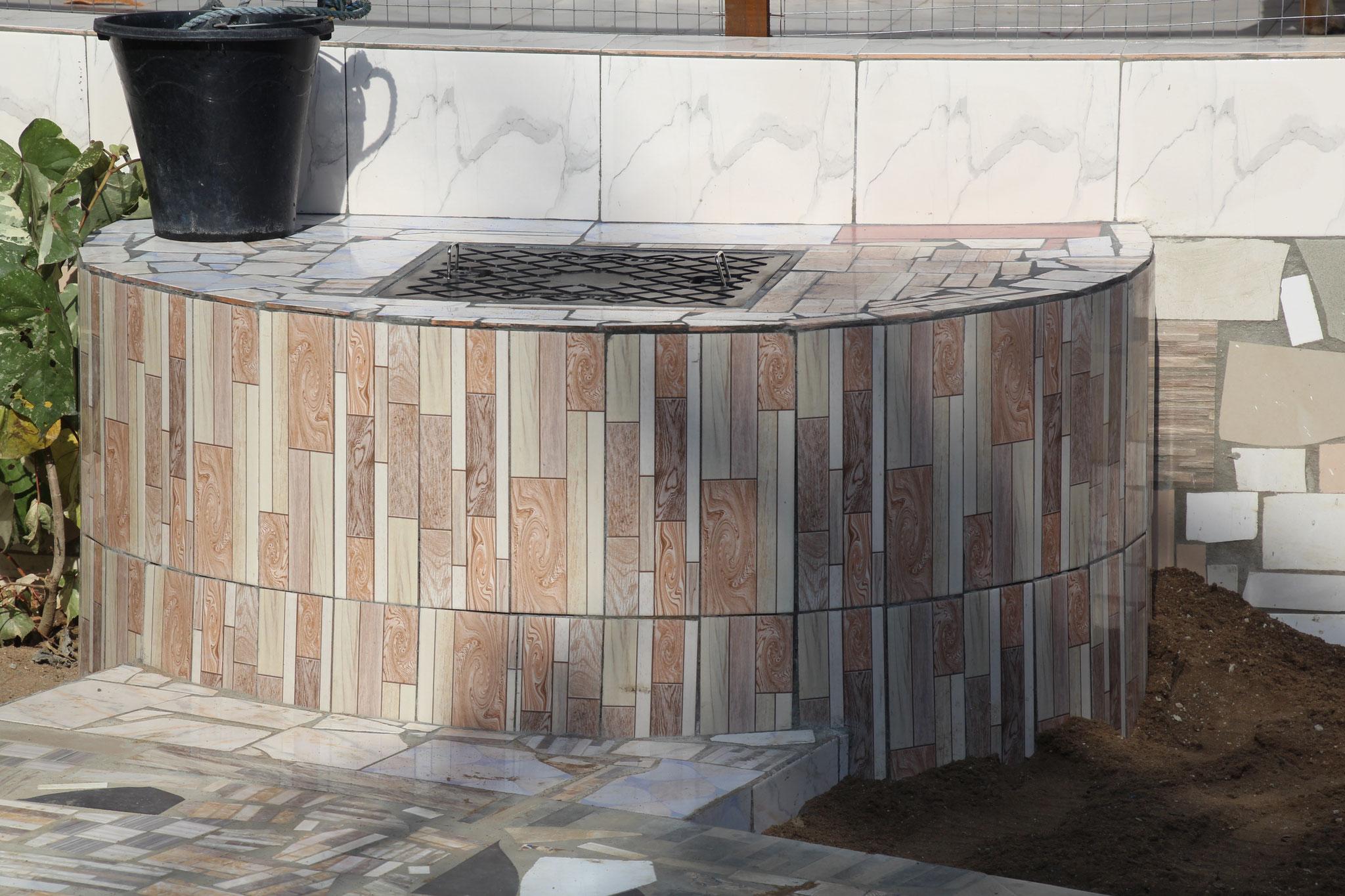 Der Brunnen ist nun gedeckt und dient auch als Sitzplatz.