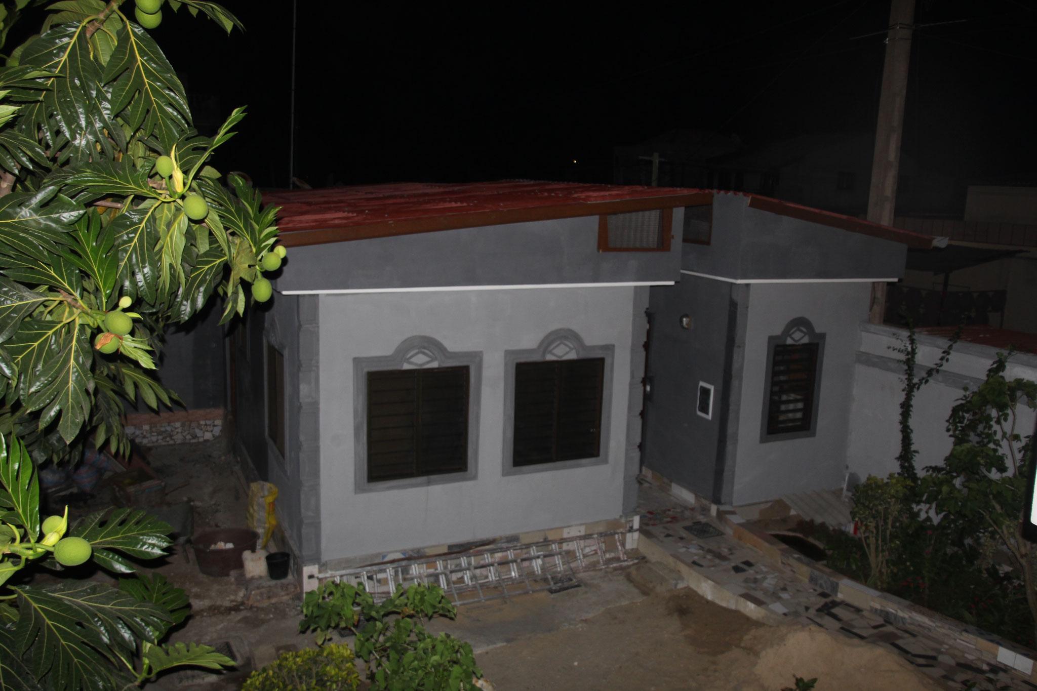Zimmer von Afi und afrikanische Küche Nachts.