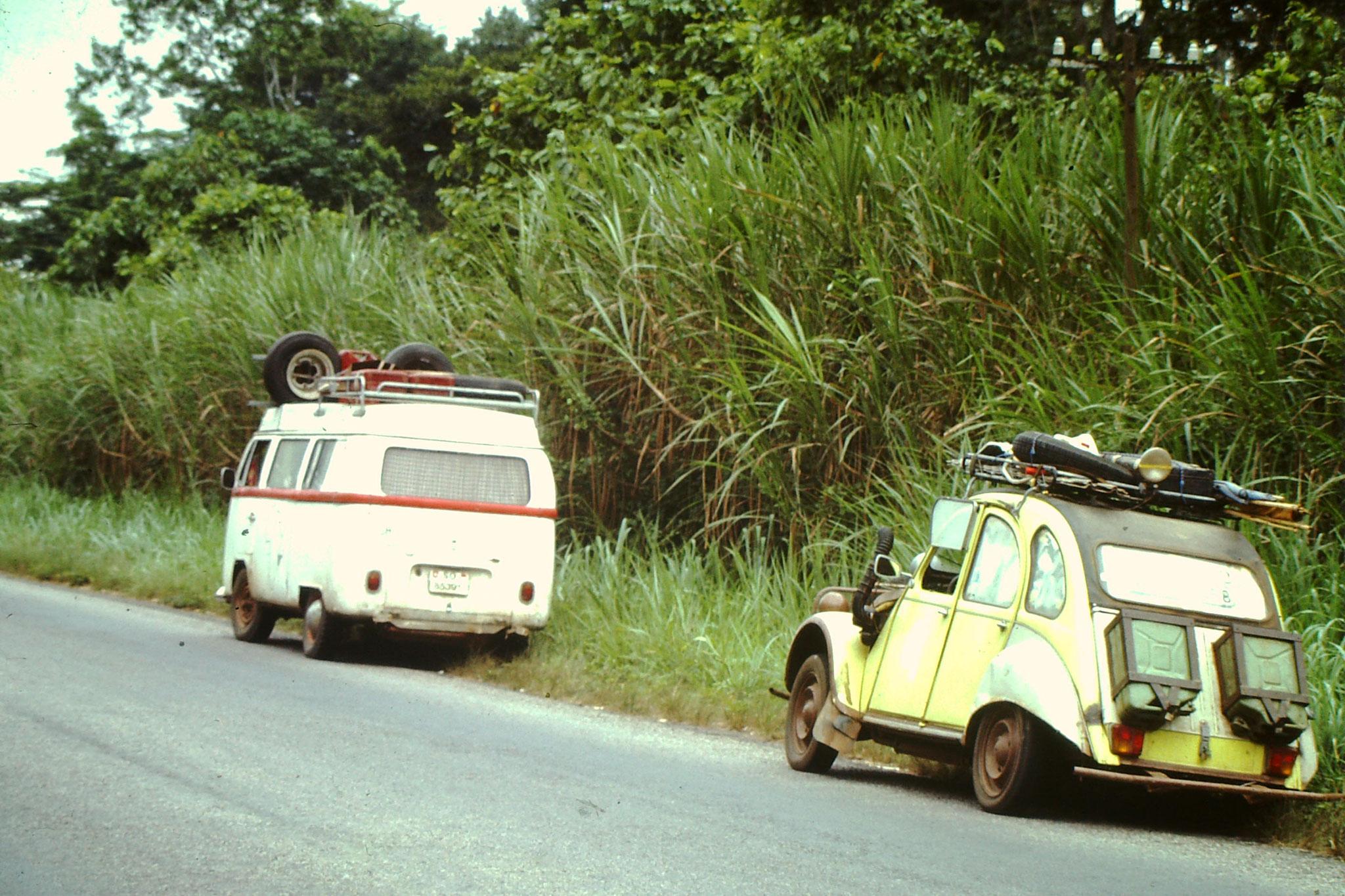 """Während rund 6 Wochen Reisten wir zusammen. Ab Togo bis Abidjan mit beiden Autos. In Abidjan wurde die """"Ente"""" zurück nach Deutschland verschifft. Dies beweist einmal mehr, dass auch Enten Zugvögel sind."""