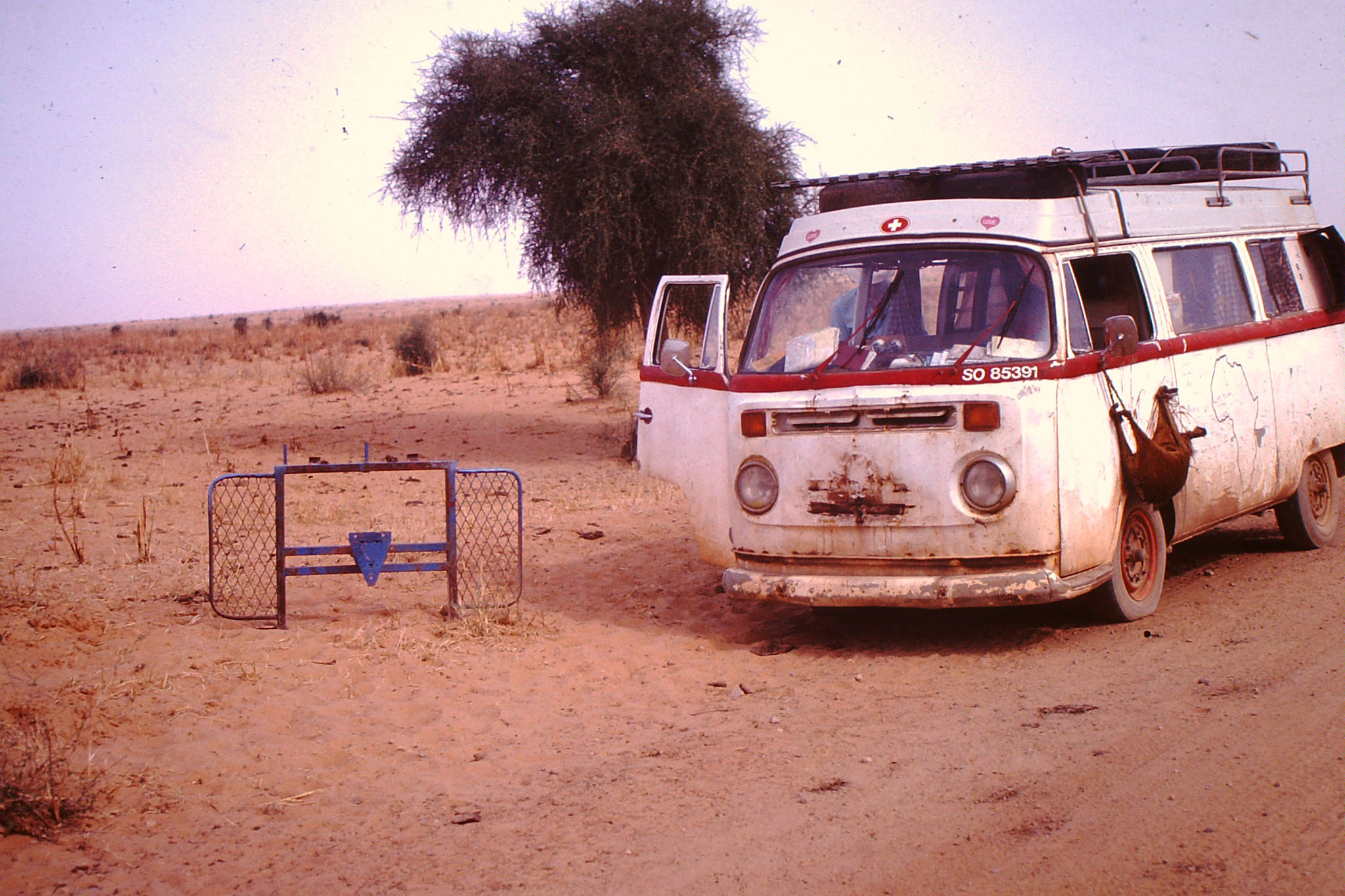 Nach der Sahara demontierte ich das Steinschutzgitter.