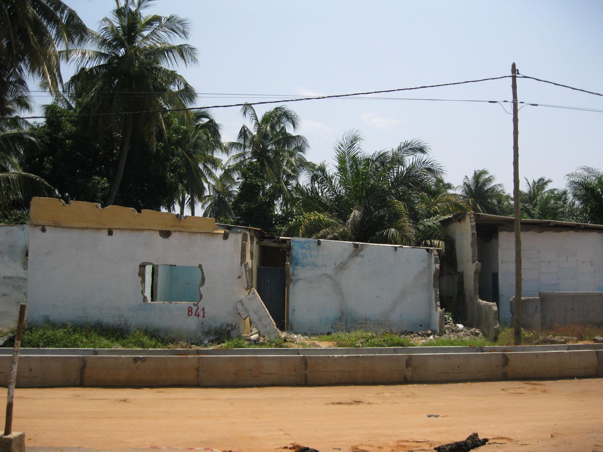 Häuser die zu nahe sind werden abgerissen. (Agbotrafo)