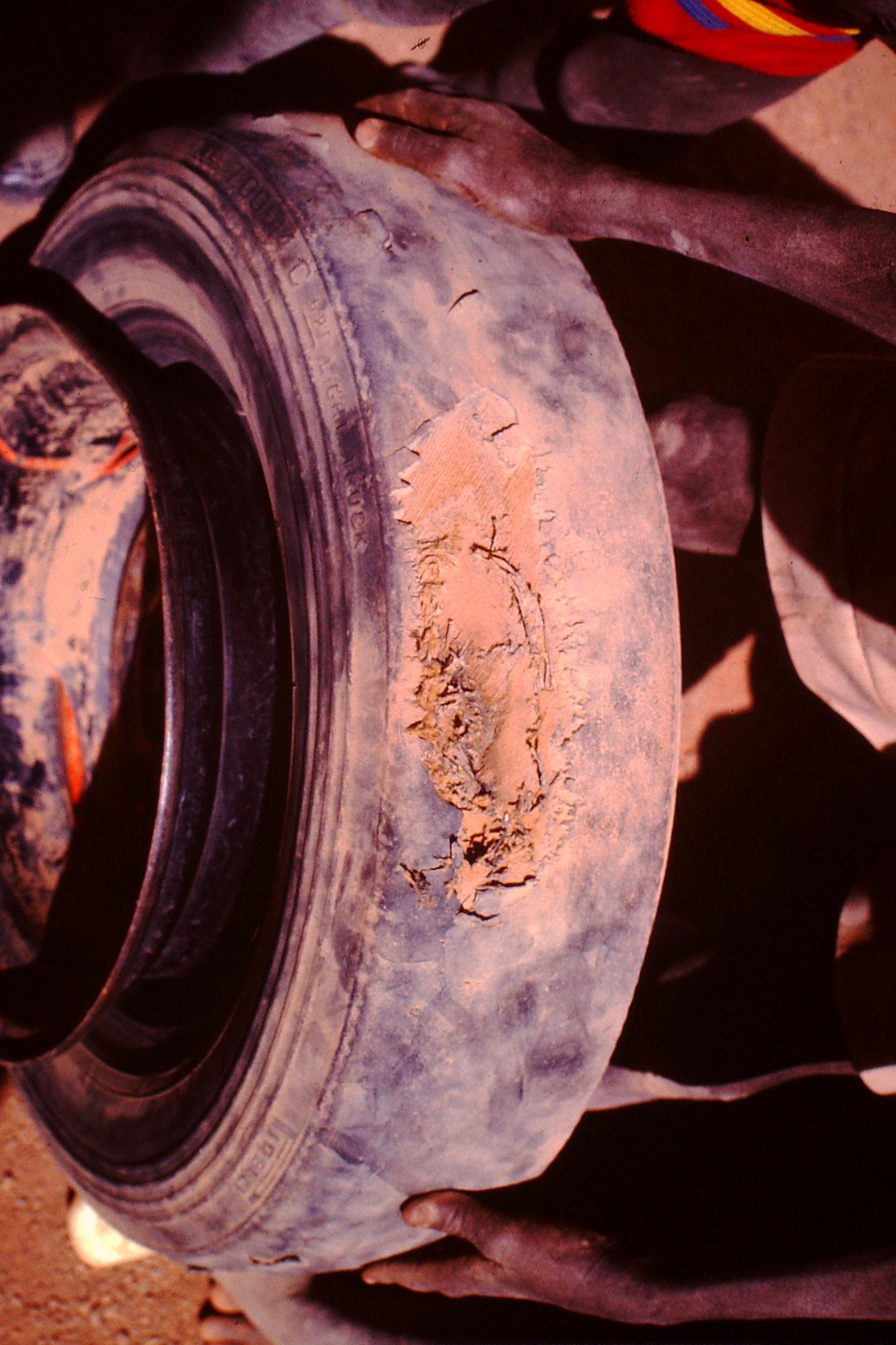 Dies war der Grund der Reifenpanne.