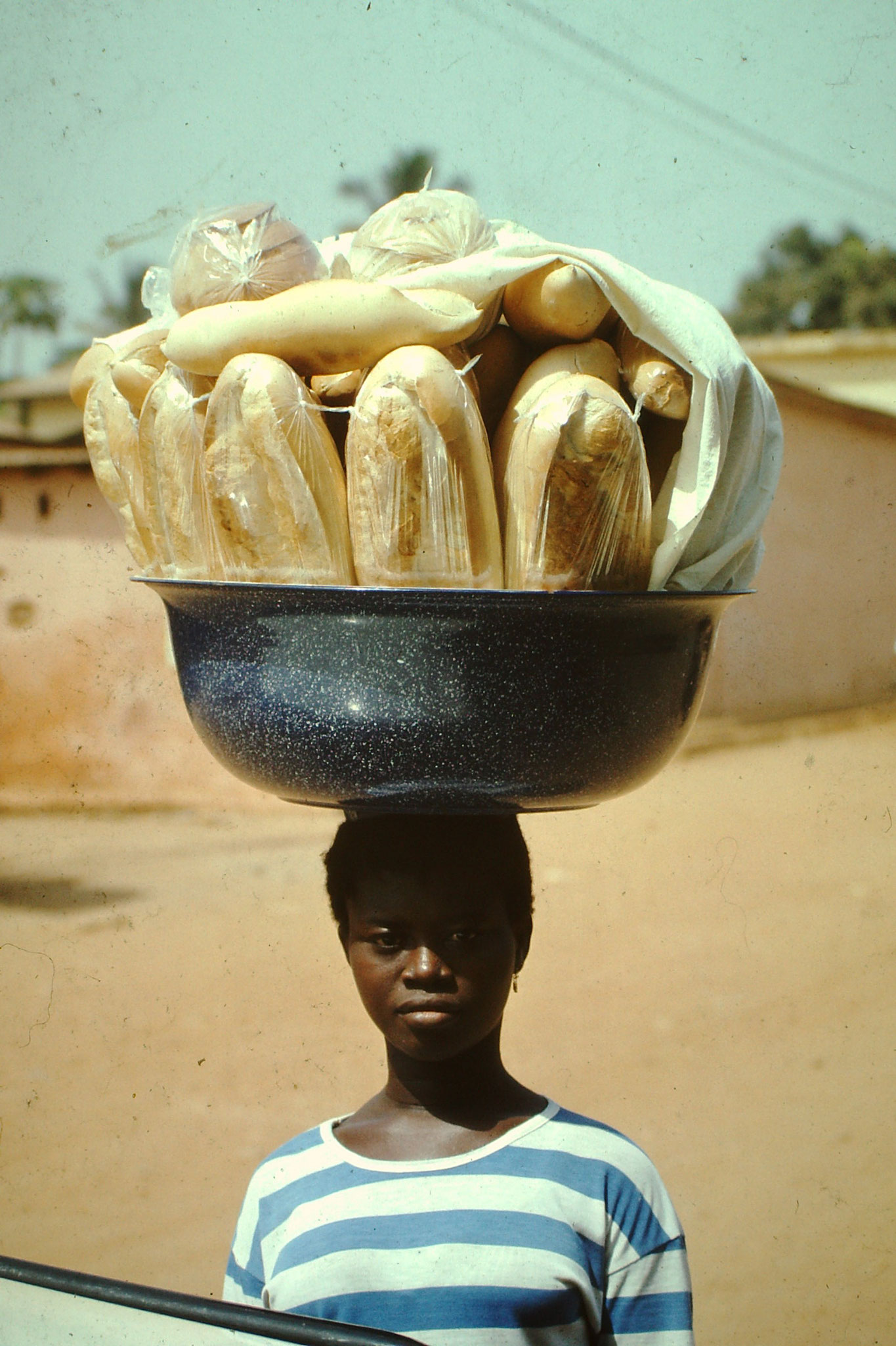 "Brotverkäuferin ""Gbonoto""."