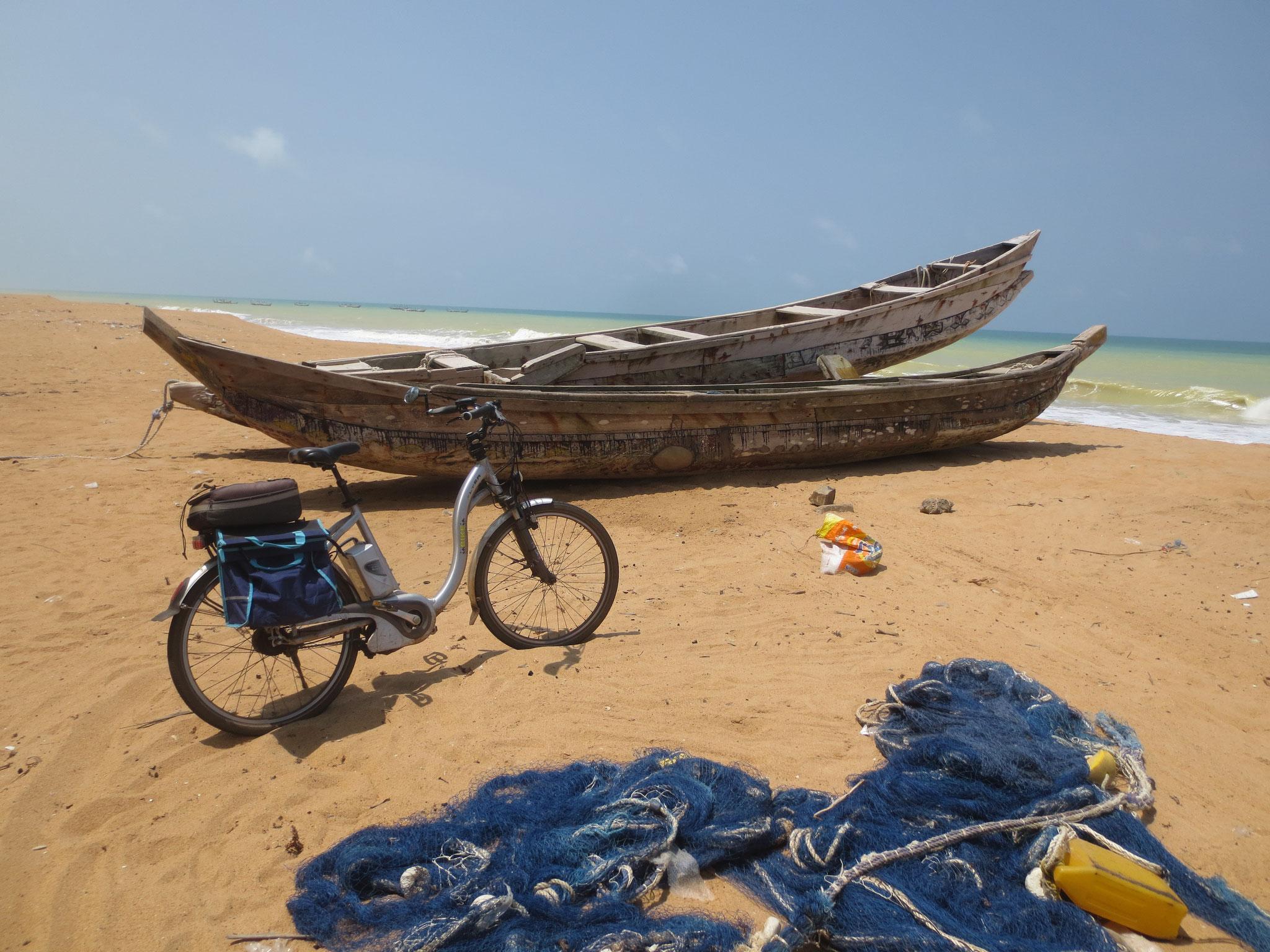 22. Fischerboote in Kodjovia Kope, Circa 1 km vor der Grenze zu Ghana.