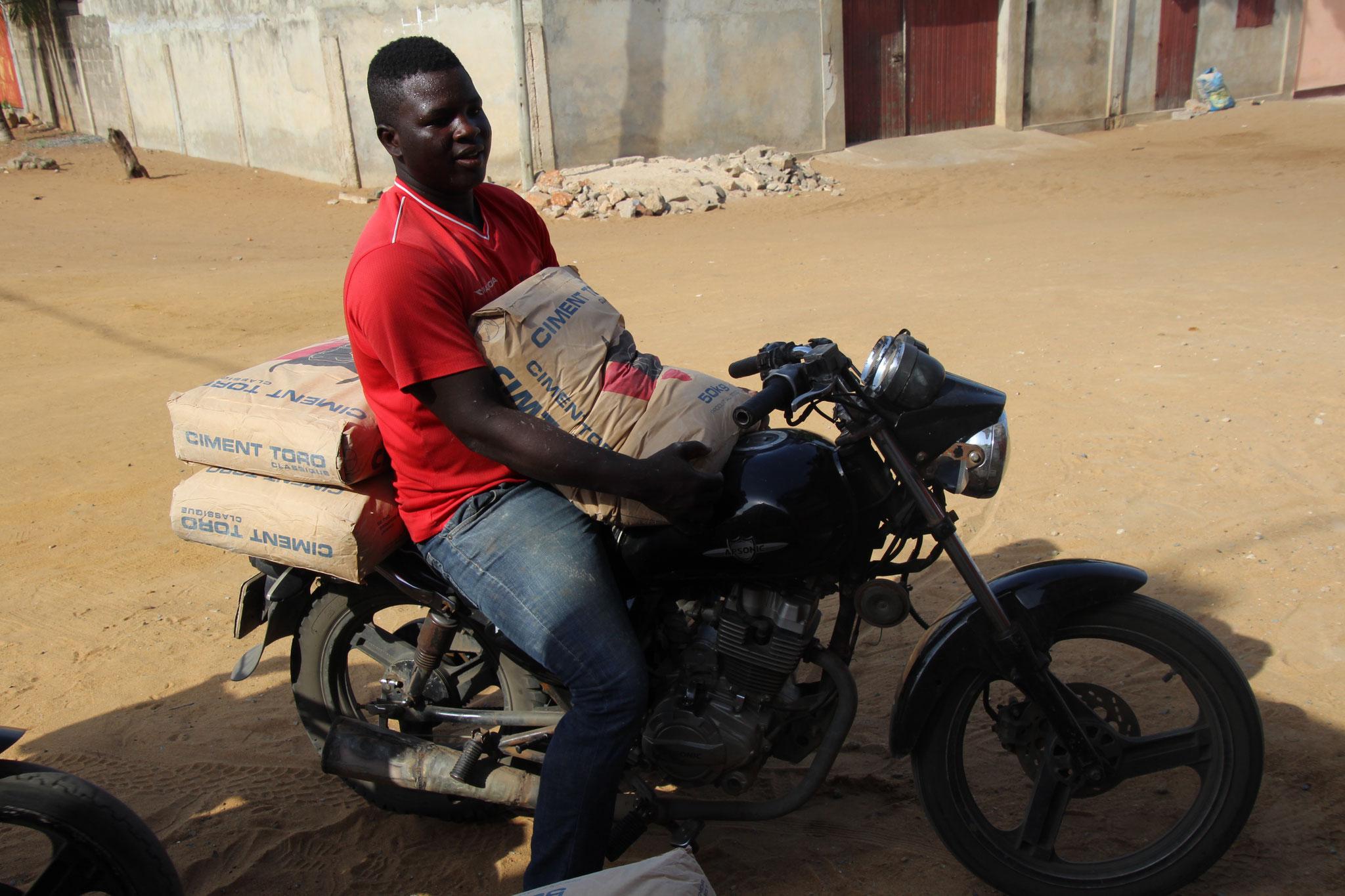 Ich habe schon Motorräder gesehen mit 6 x 50 kg Zement.