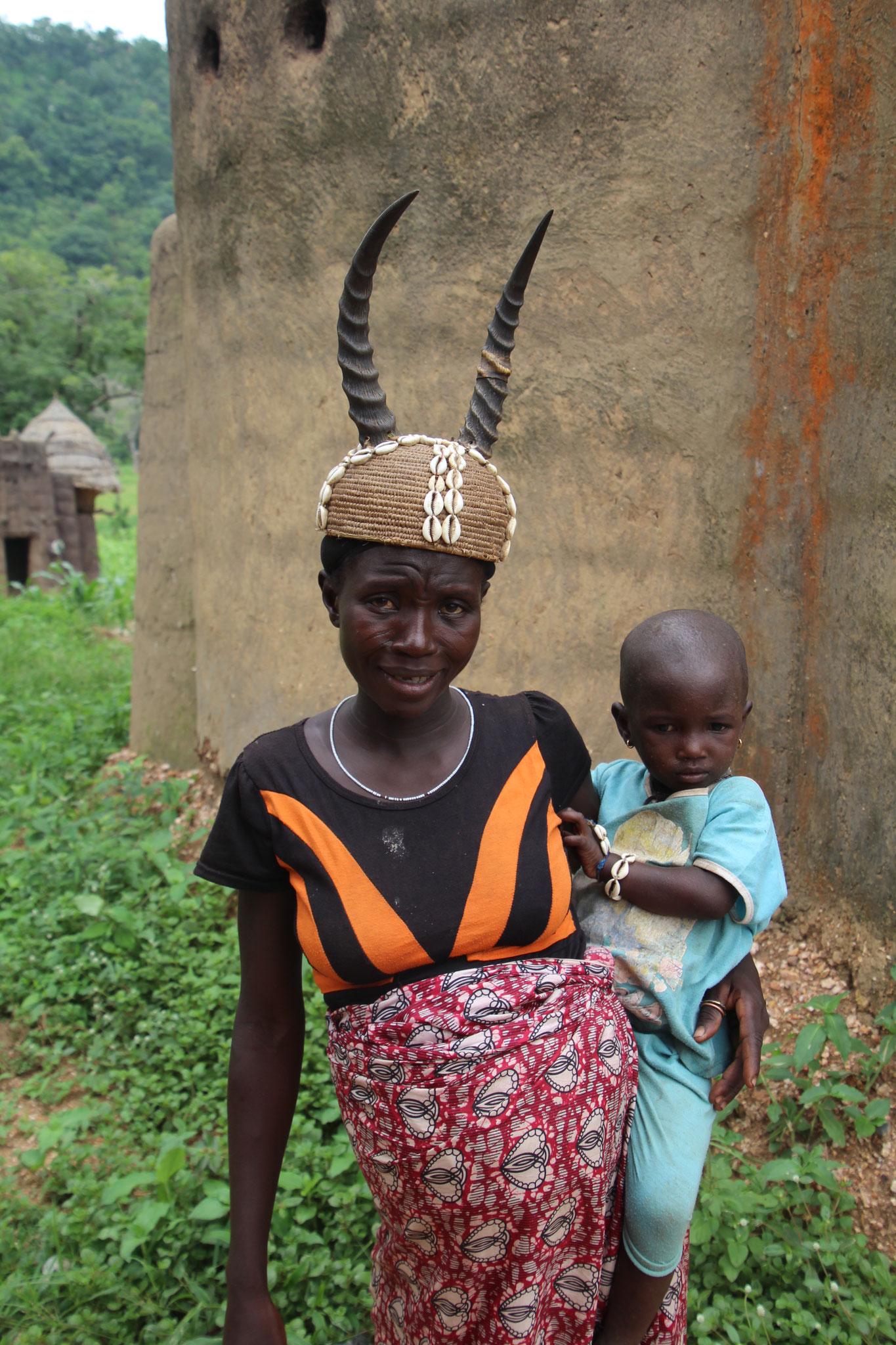 15. Taberna Frau mit typischer Kopfbedeckung.