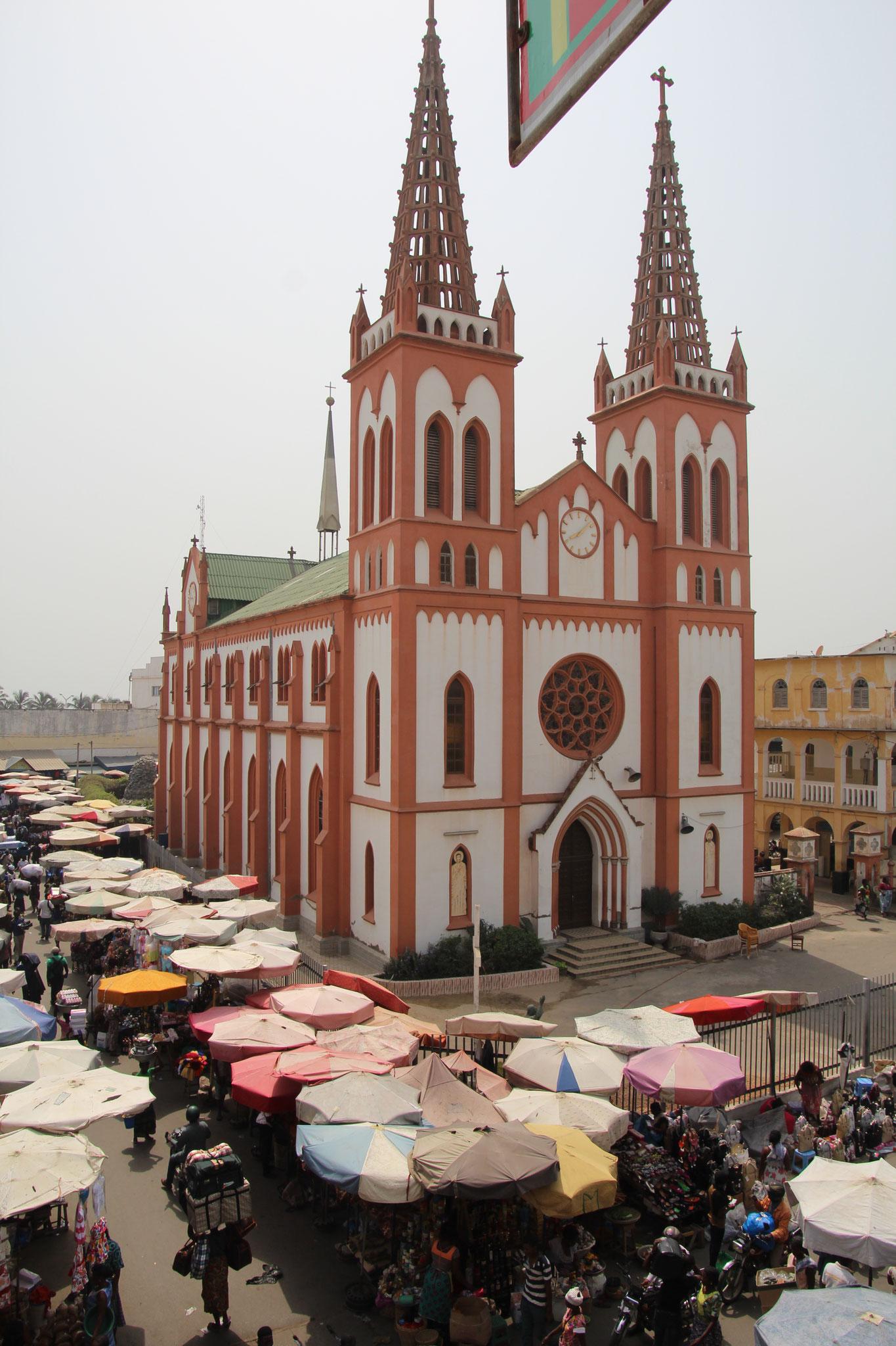 21. Gotische Kirche von Lomé. Herz-Jesu Kathedrale.