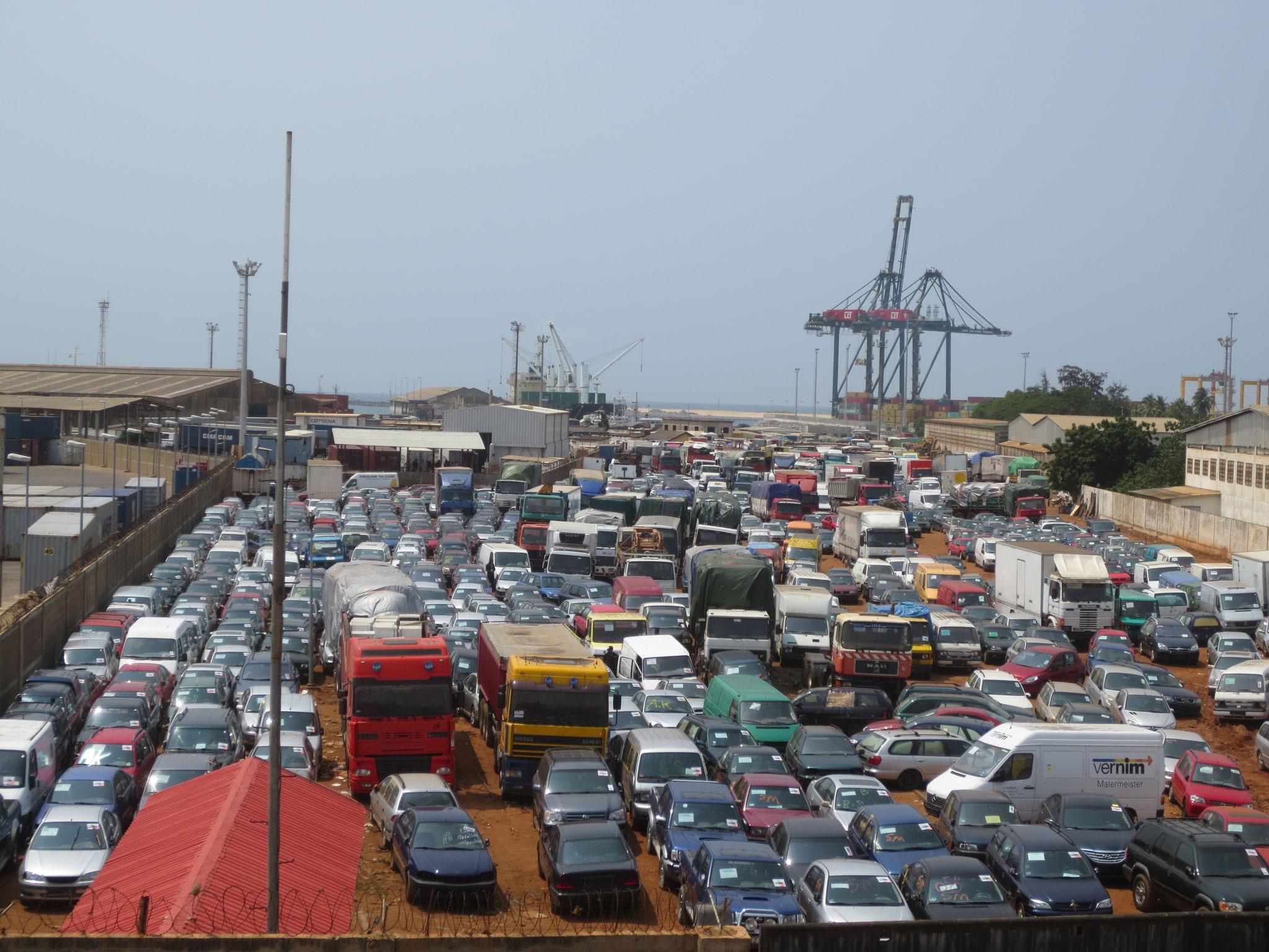Wöchentlich kommen in Togo 2000 Fahrzeuge an. Bestimmt für Mali, Niger, Burkina Faso und Togo.