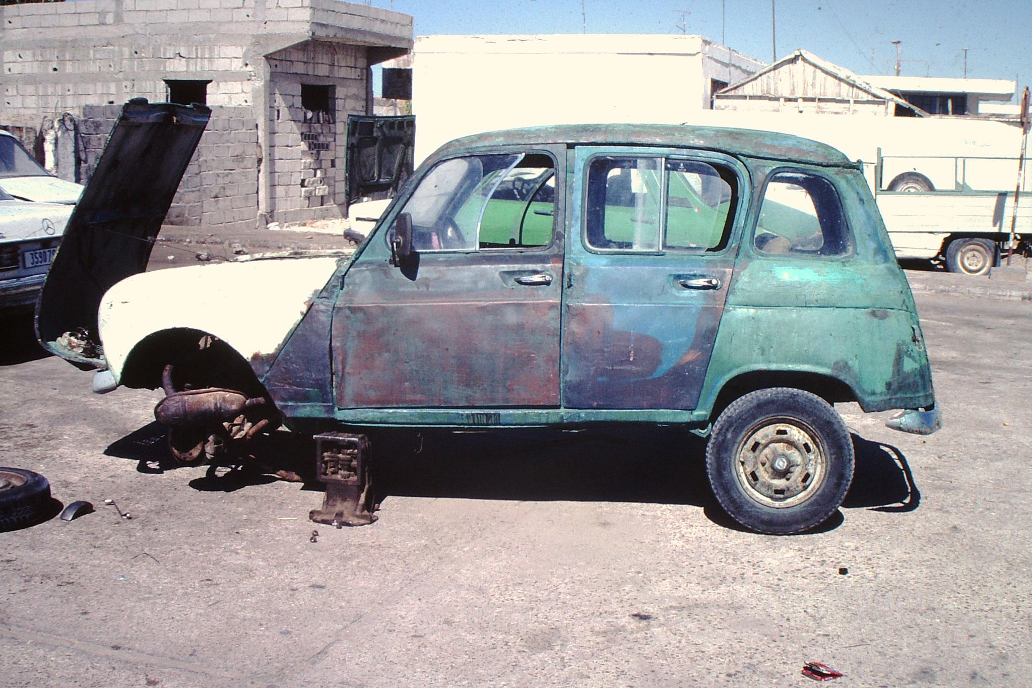 Renault 4 in der Werkstatt.