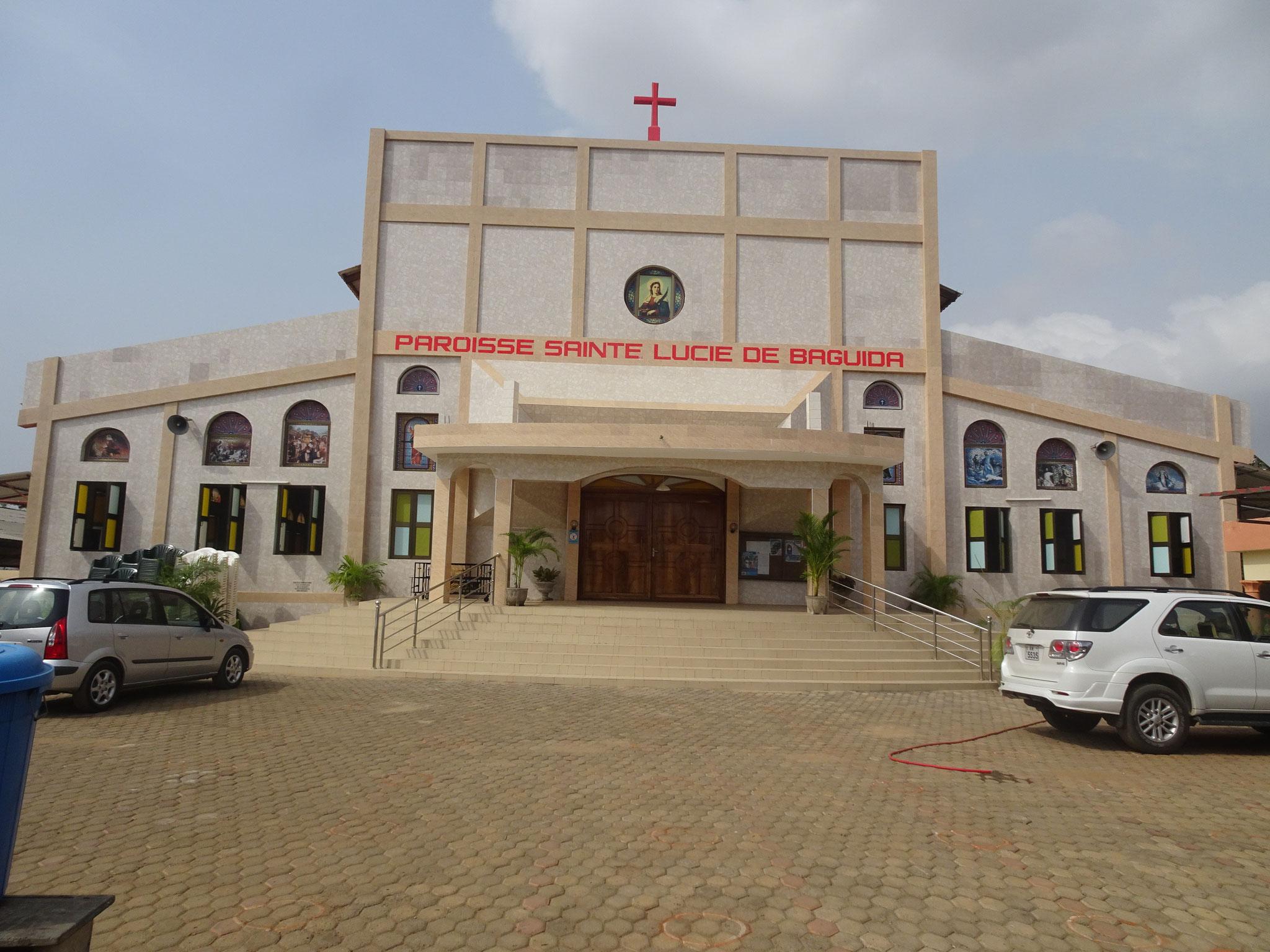 Neu renovierte Kirche von Baguida.