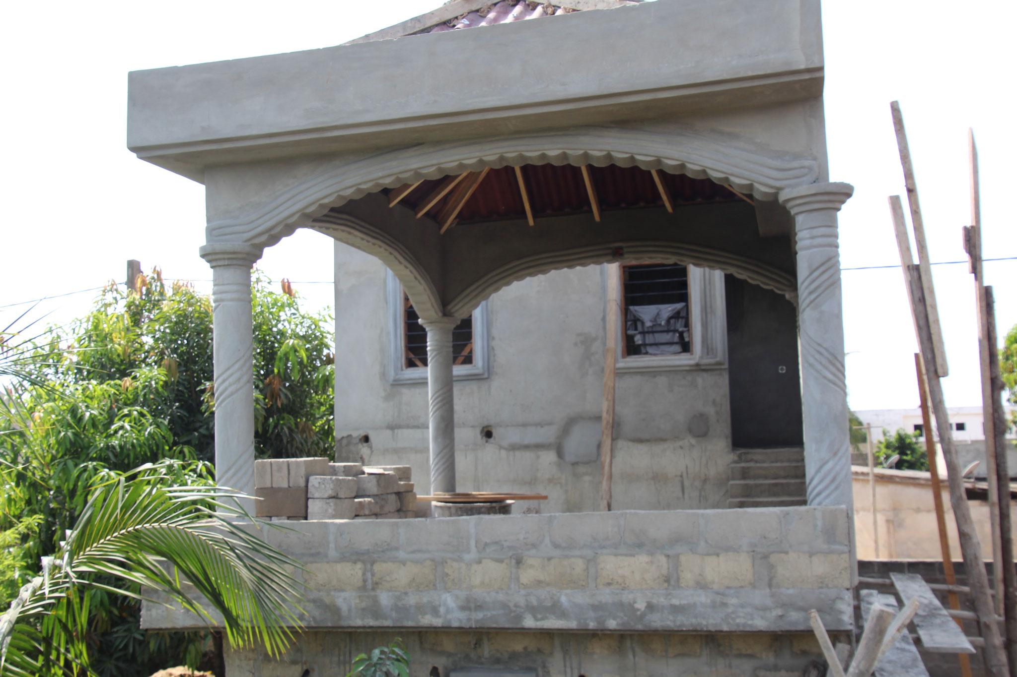 Die Terrasse noch ohne Betongeländer.