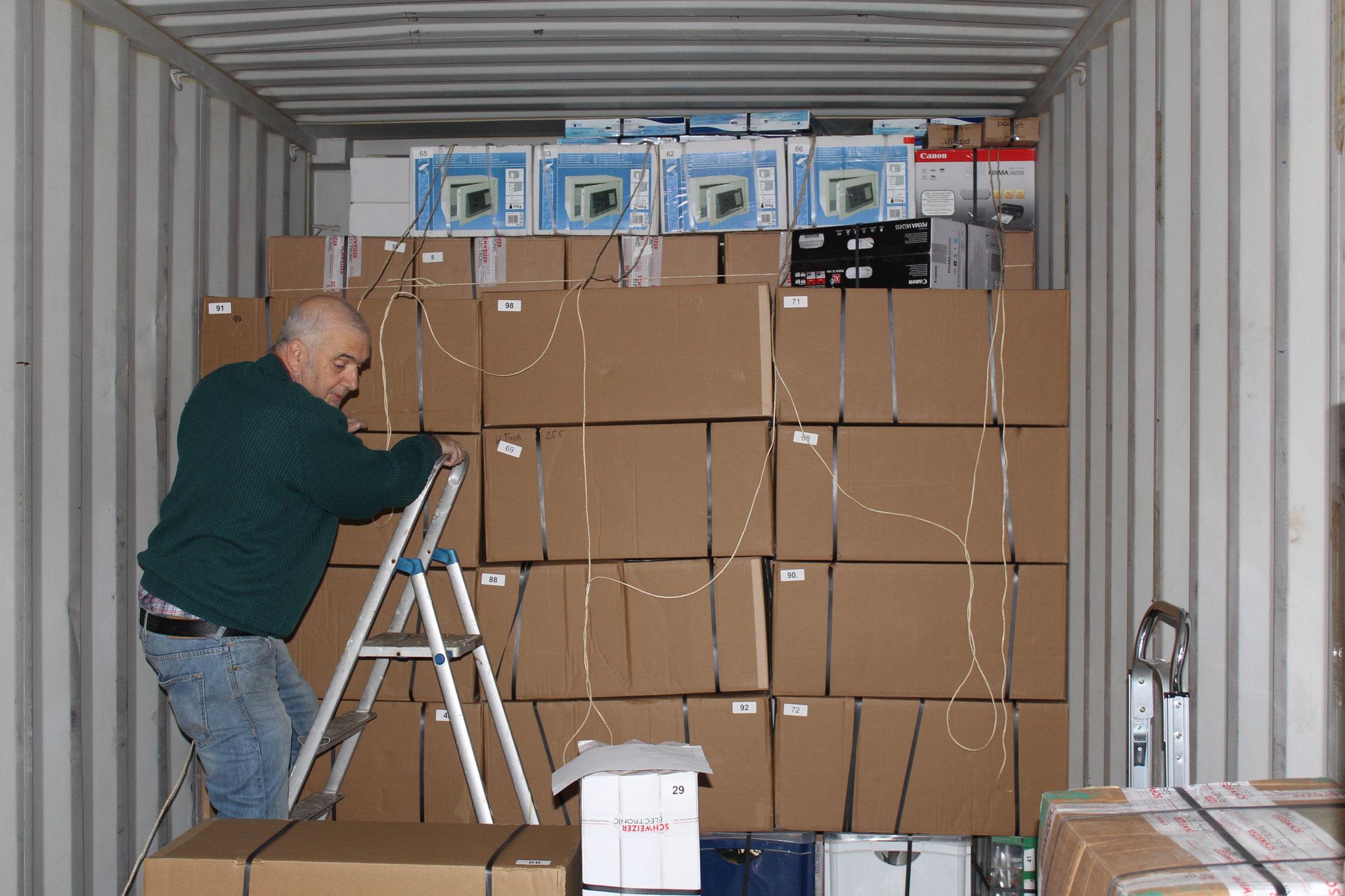 1. 19.04.2014 Beim beladen des Containers muss der Platz optimal ausgenutzt werden.
